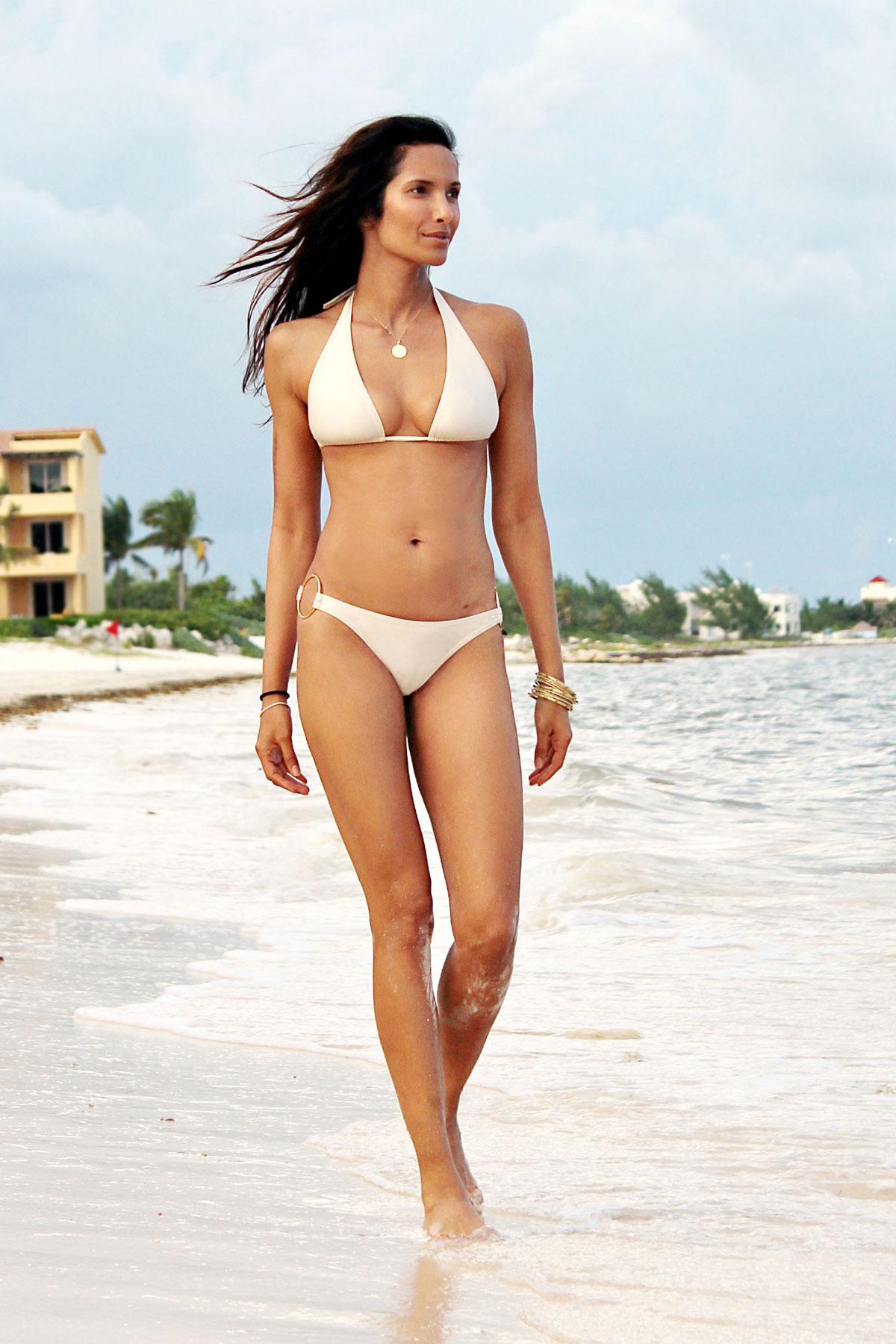 Padma Lakshmi Bikini Nude Photos 85