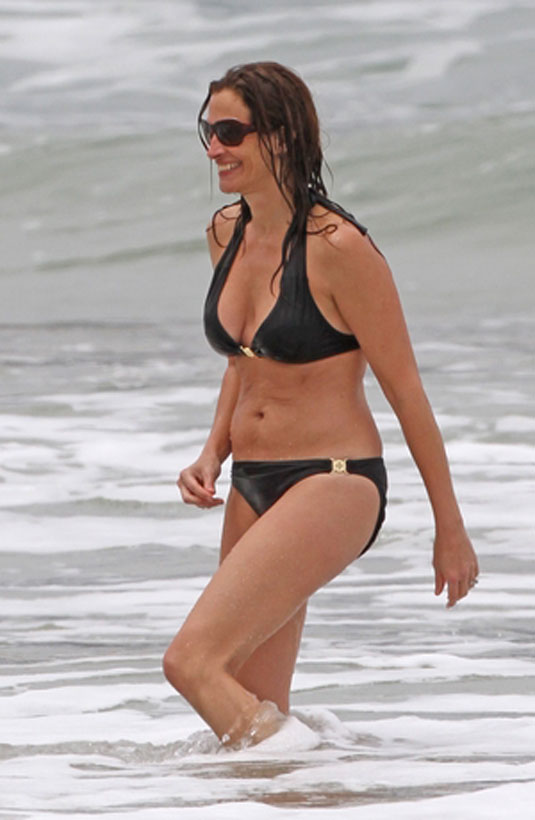 Julia Roberts In Bikini At A Beach In Hawaii Hawtcelebs