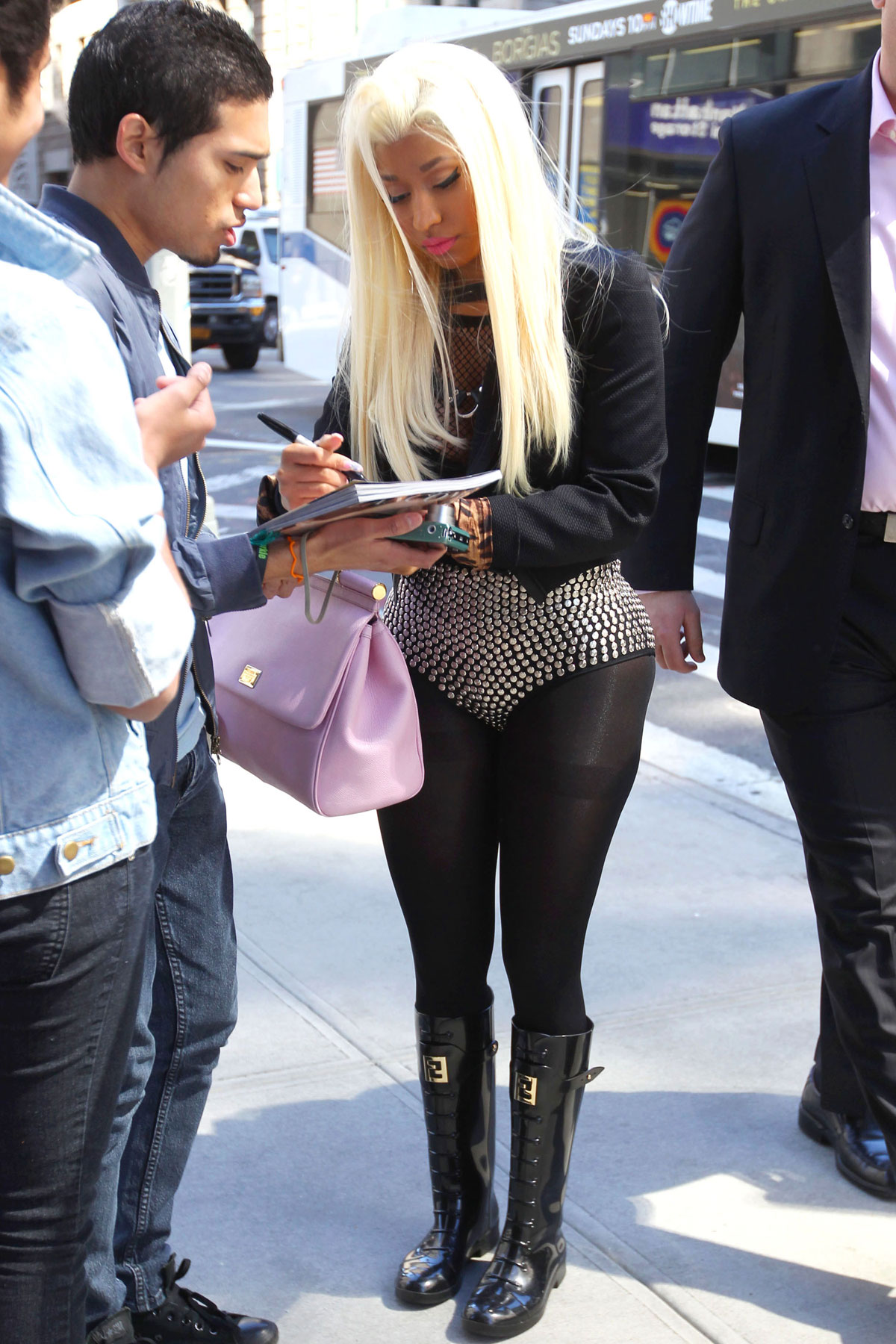 Nicky Minaj Outside Her New Yorks U2019 Hotel