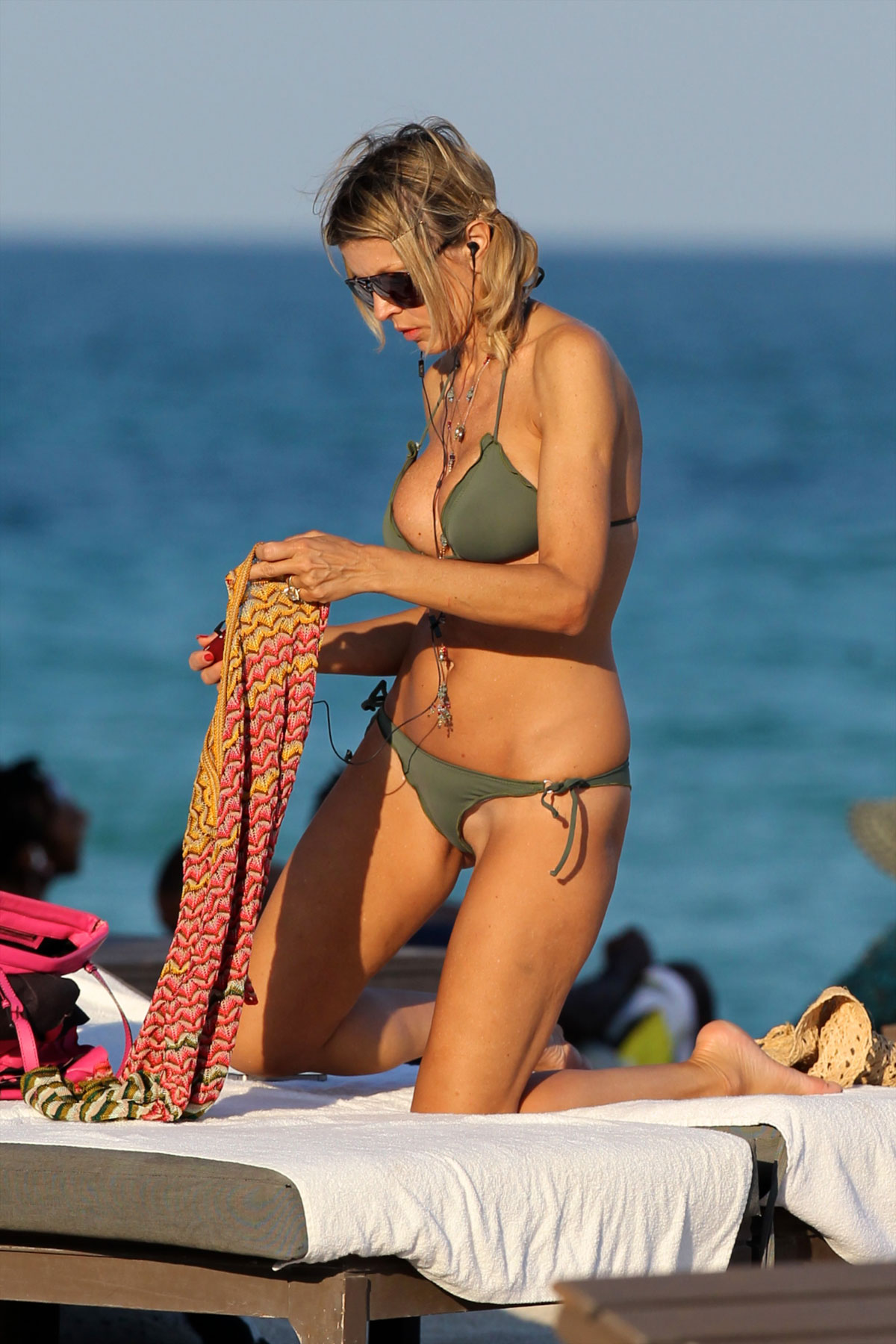 Bikini beach pussy