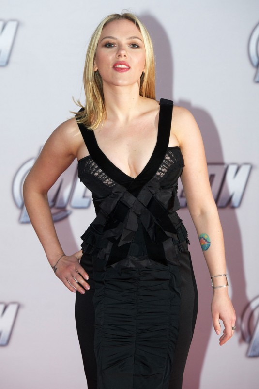 SCARLETT JOHANSSON at The Avengers Premiere in Moscow ... скарлетт йоханссон