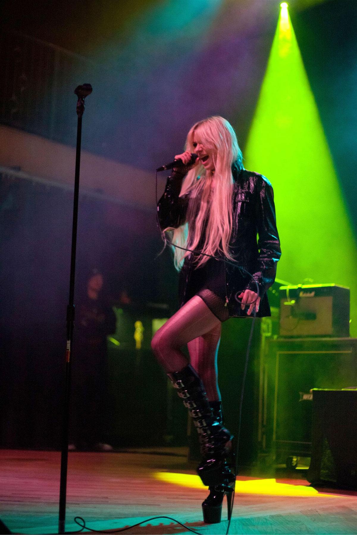 Model Upg: Taylor Momsen Live Performance at Crofoot ... Taylor Momsen Live