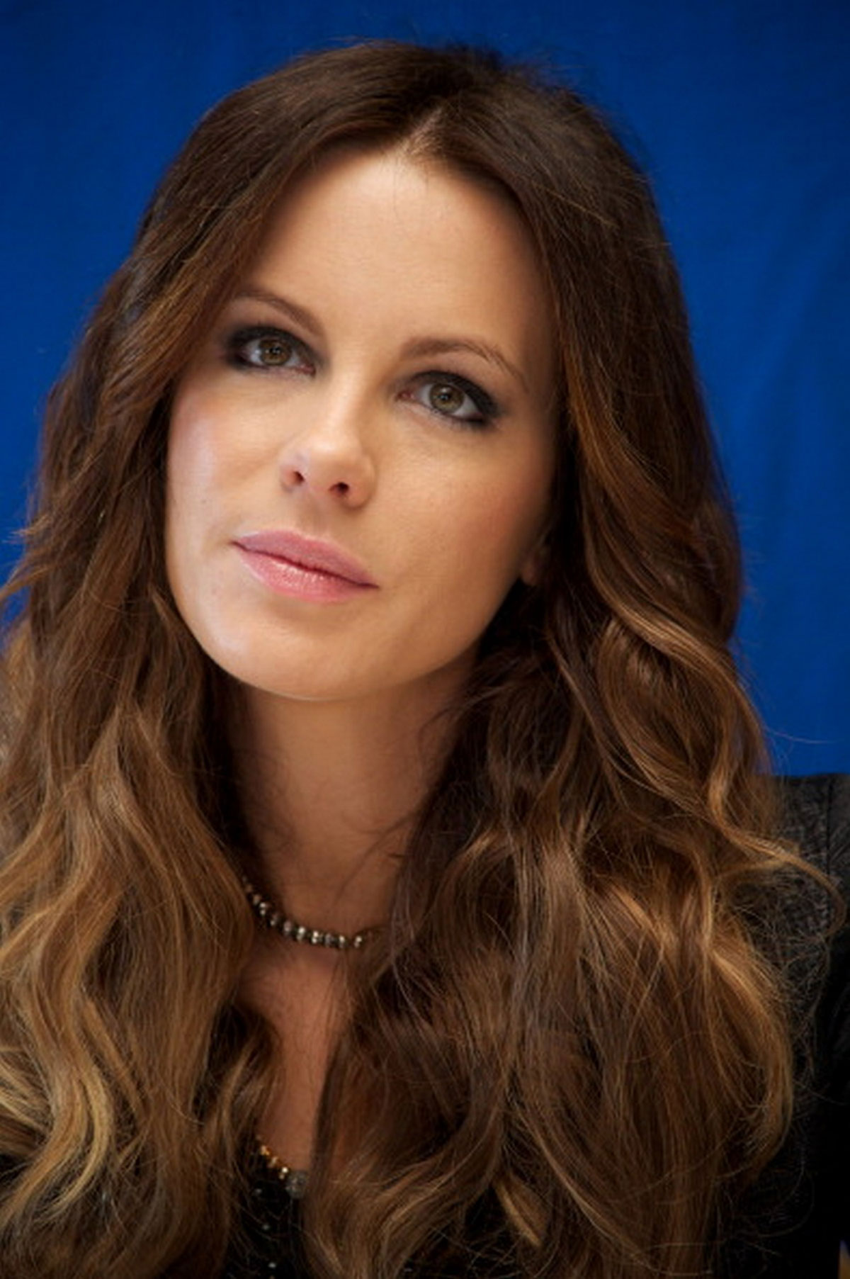 Kate Beckinsale Shows Her Cleavage at the 2020 Producers