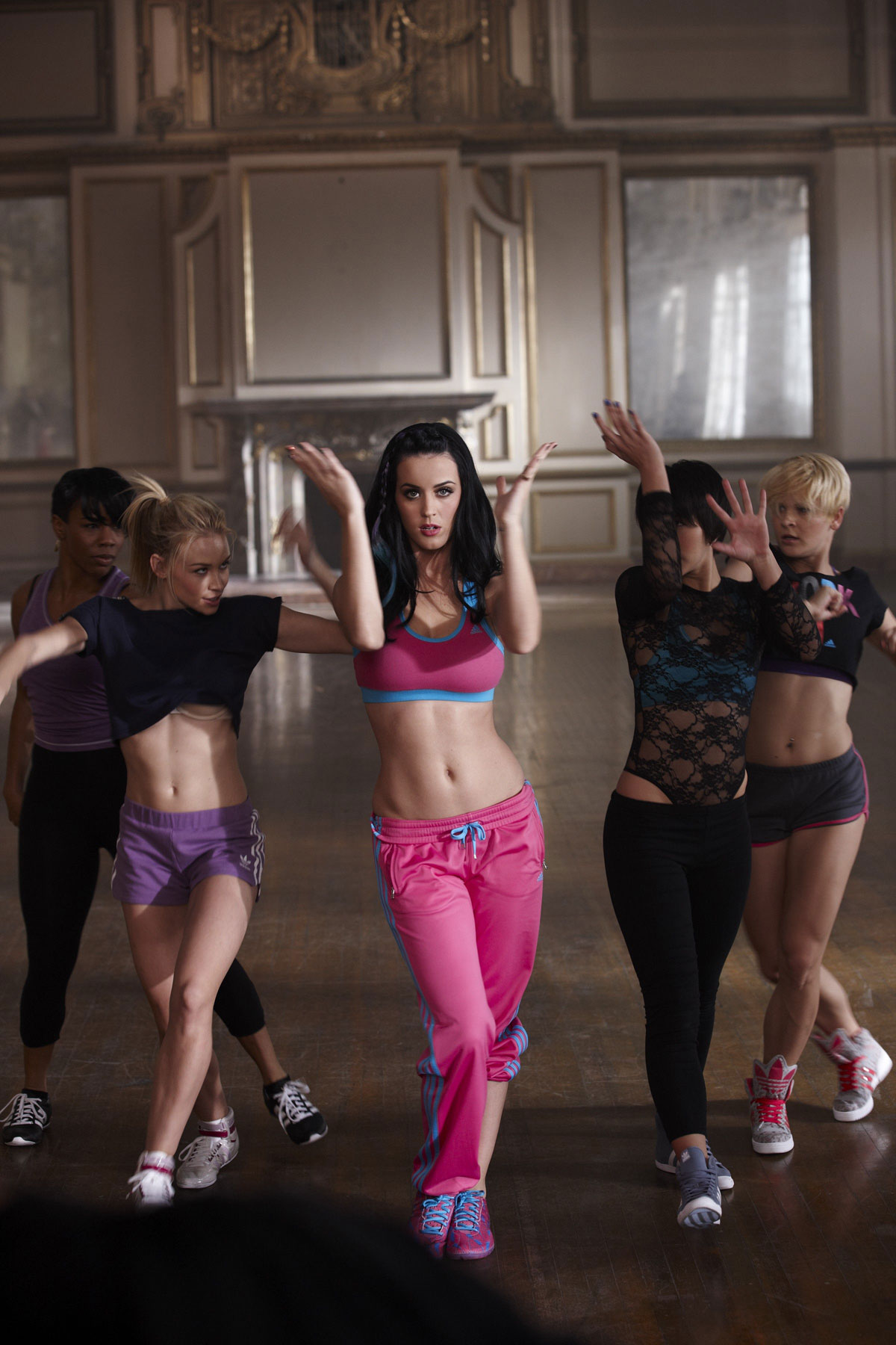 katy perry in sports bra at adidas photoshoot hawtcelebs. Black Bedroom Furniture Sets. Home Design Ideas