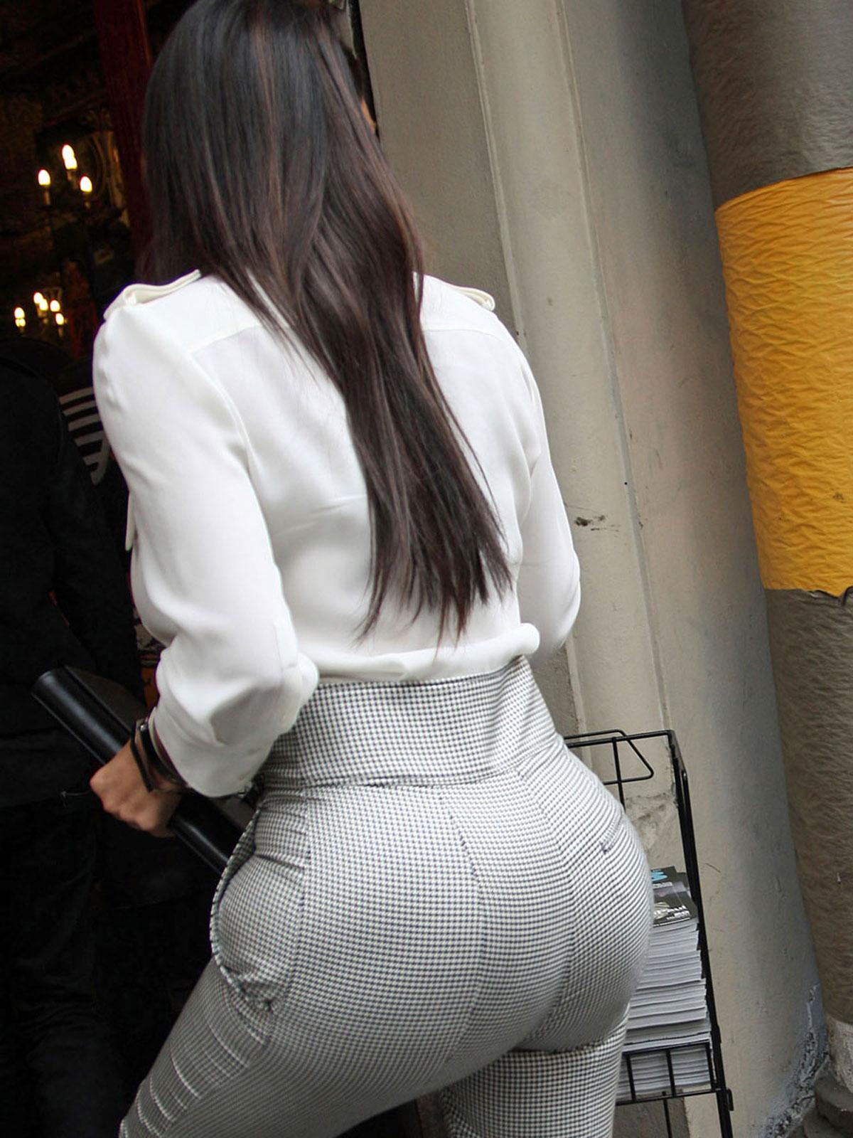 область большие жопы в брюках фото неплохо разбирается антикризисном