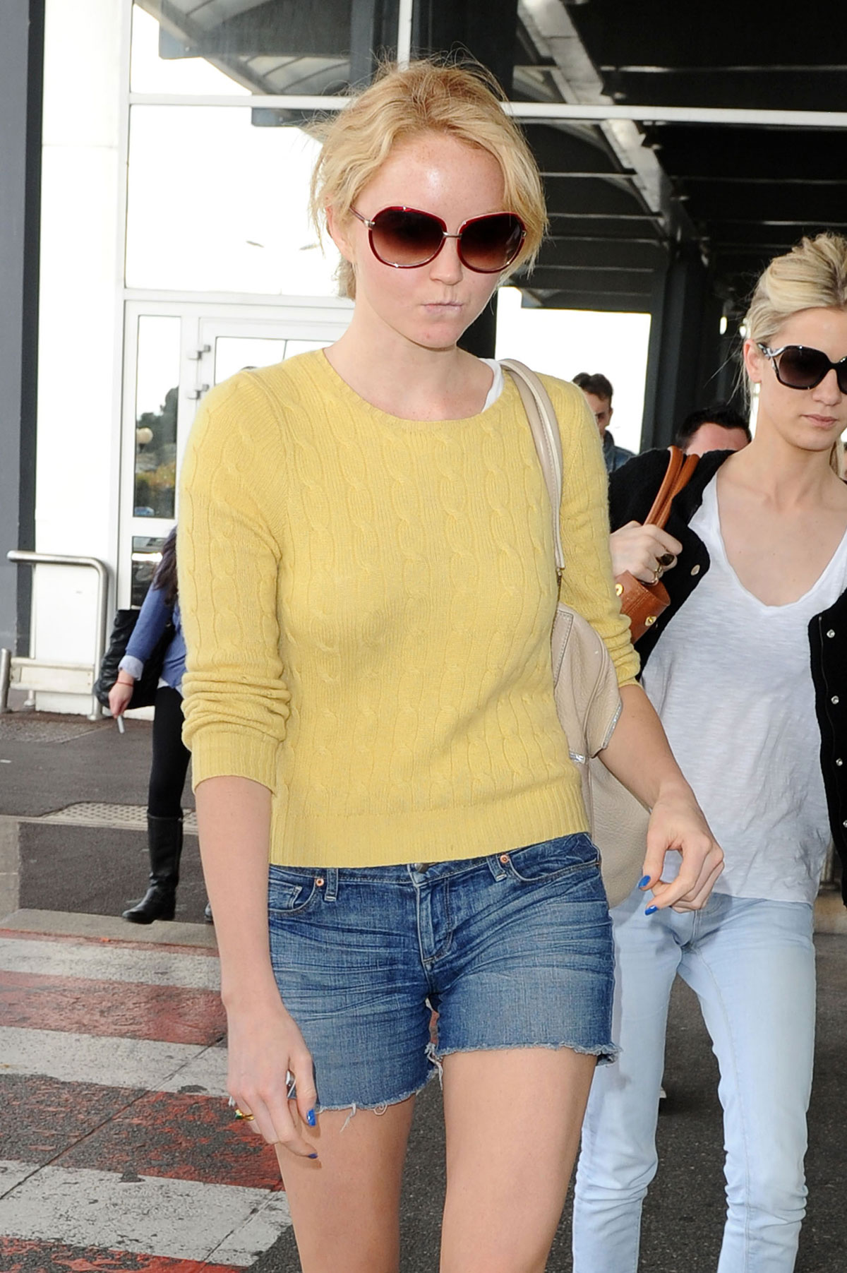 LILY COLE Leggy Candids at Nice Airport - HawtCelebs