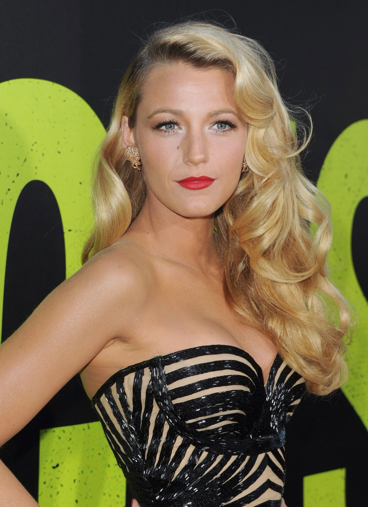 BLAKE LIVELY at Savages Premiere in Los Angeles - HawtCelebs ... Blake Lively