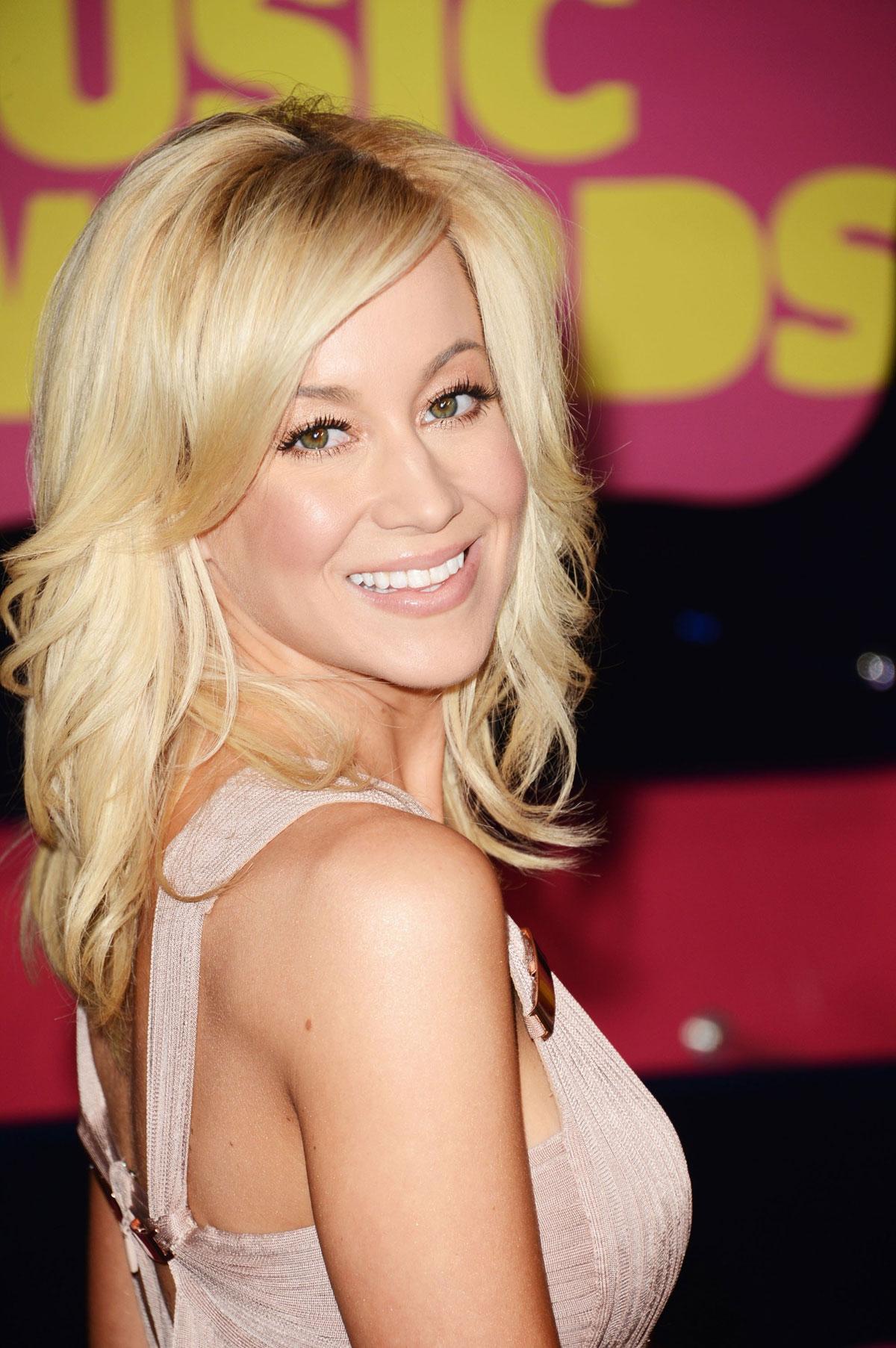 Kellie Pickler At 2012 Cmt Music Awards In Nashville