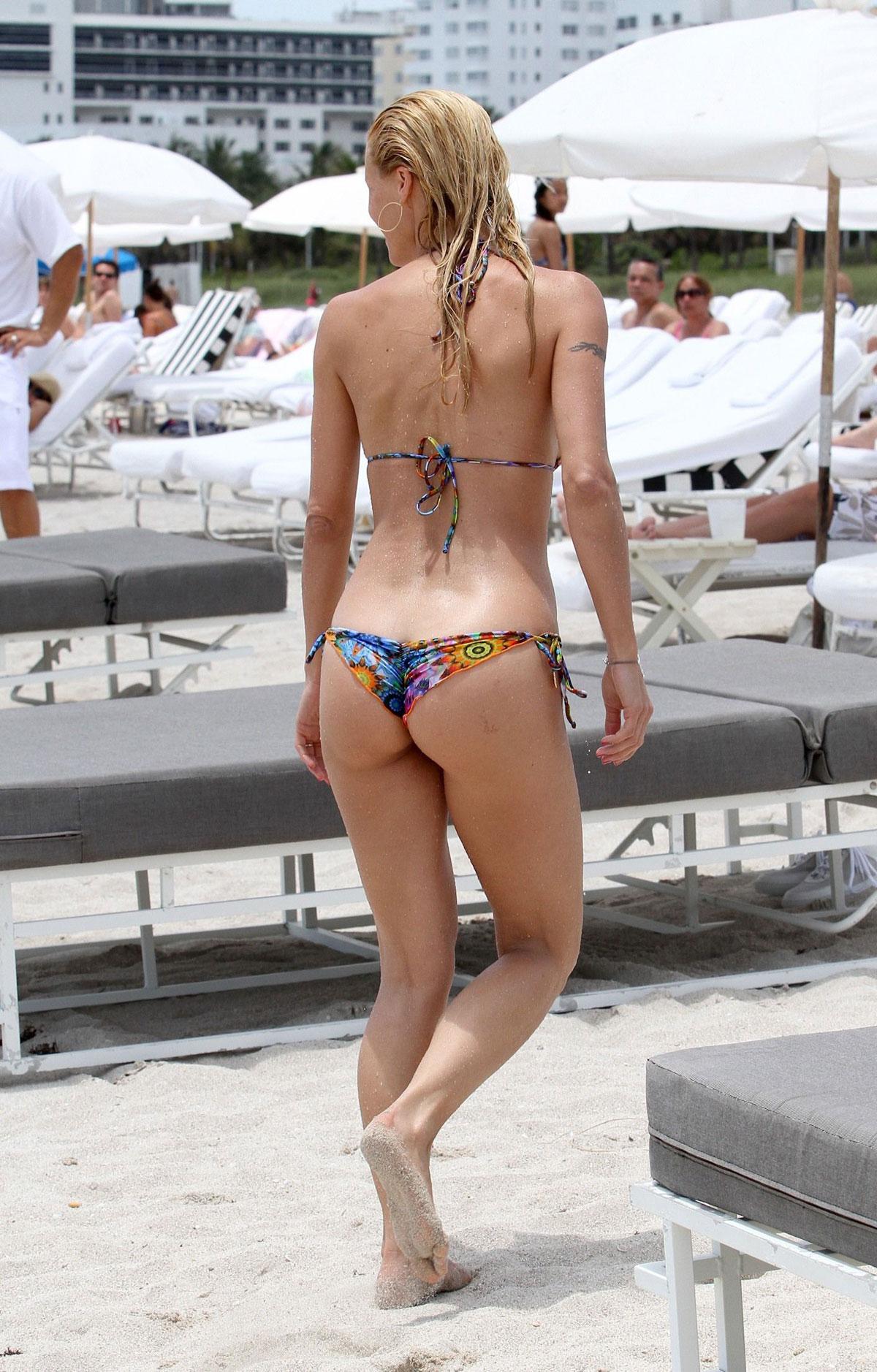 Michelle Hunziker Bikini Candids On The Beach In Miami
