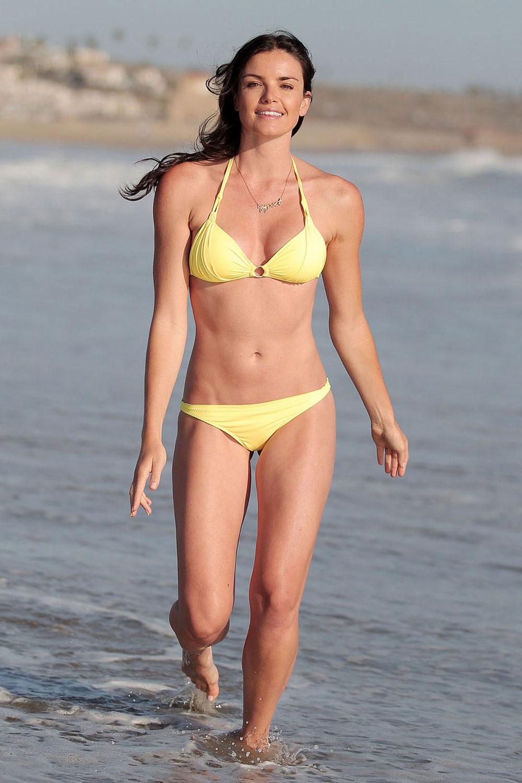 Courtney Robertson In Bikini At Venice Beach Hawtcelebs