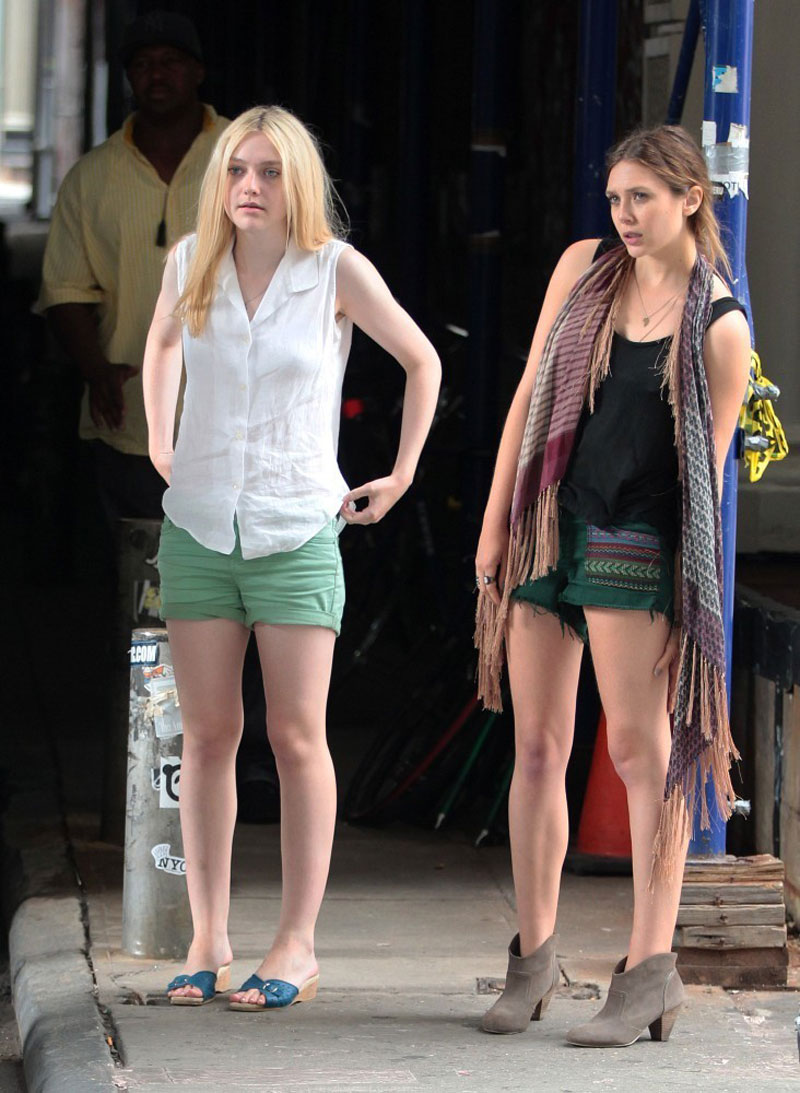 Dakota fanning and elizabeth olsen on the very good girls for Where do models live in new york