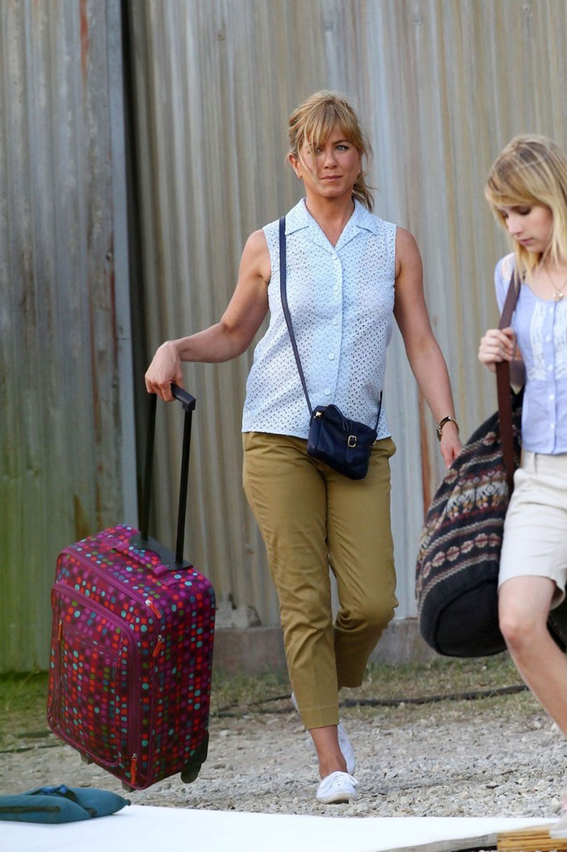 Jennifer Aniston And Emma Roberts On The We Re The Millers Set Hawtcelebs