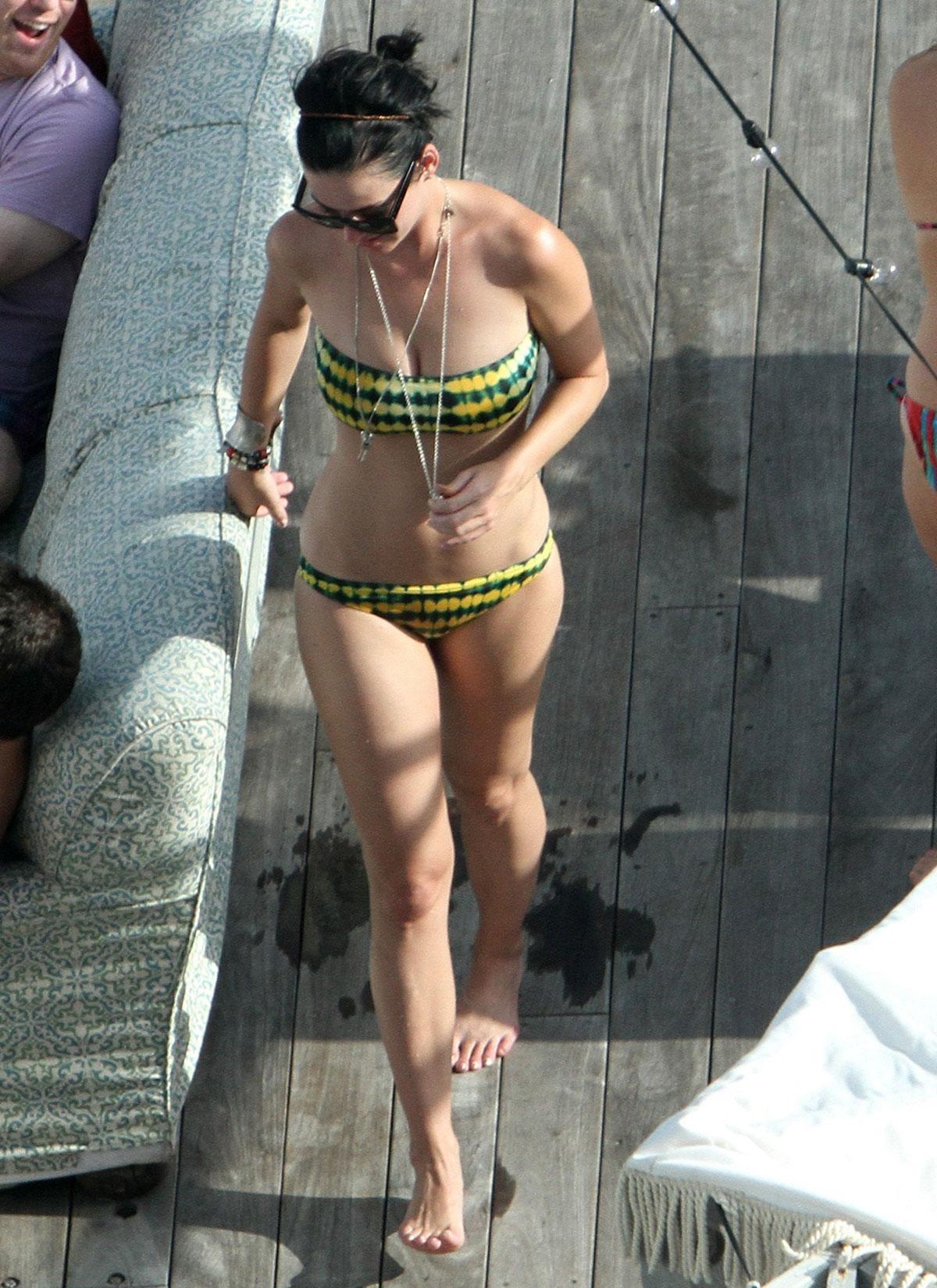 KATY PERRY Bikini Cand... Hayden Panettiere Nashville Home Address