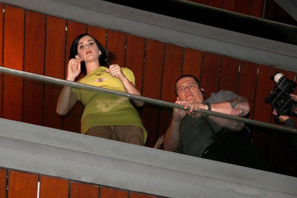 Katy perry on the balcony of her hotel in rio de janeiro for On the balcony