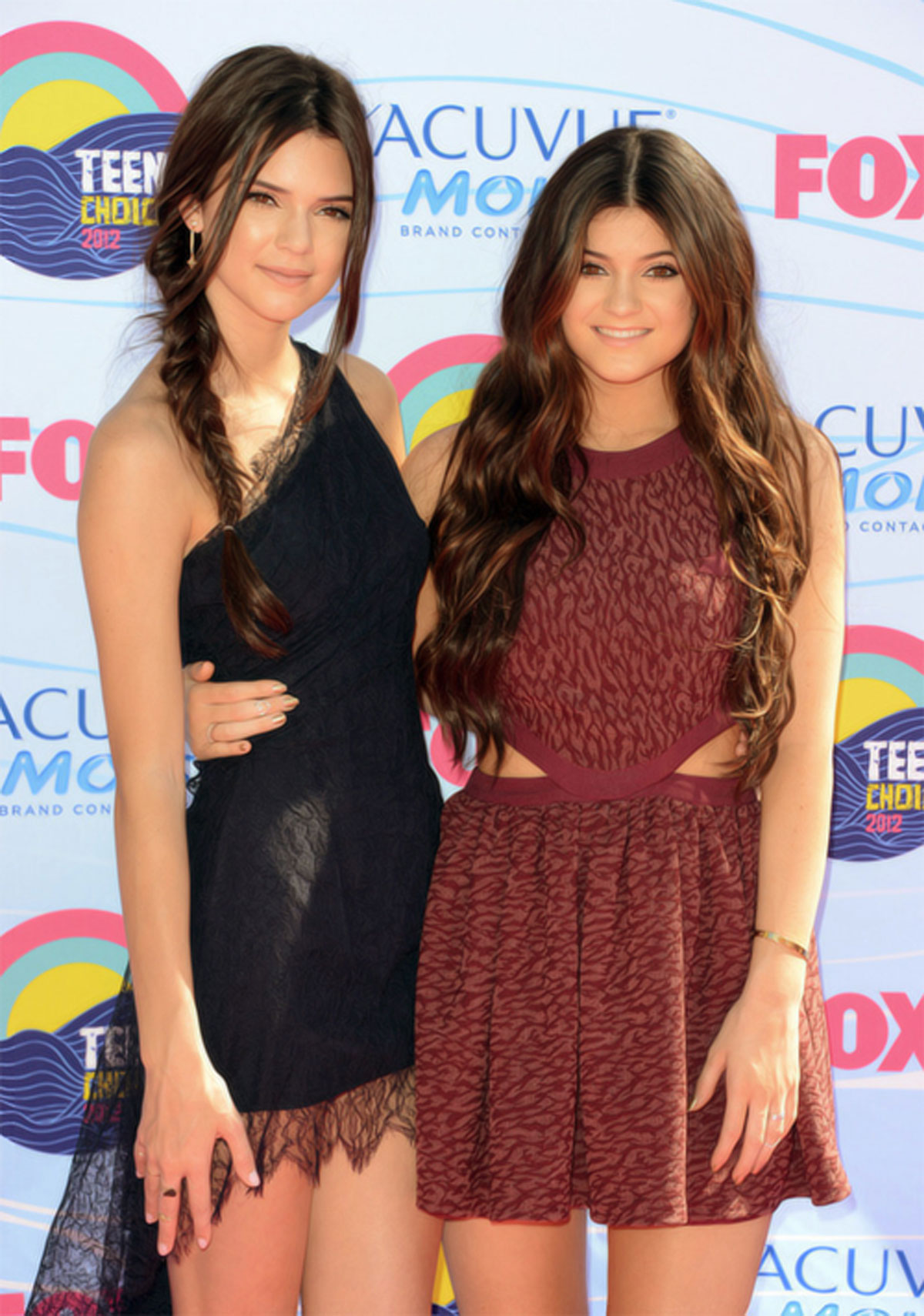 kendall and kylie jenner at 2012 teen choice awards in. Black Bedroom Furniture Sets. Home Design Ideas