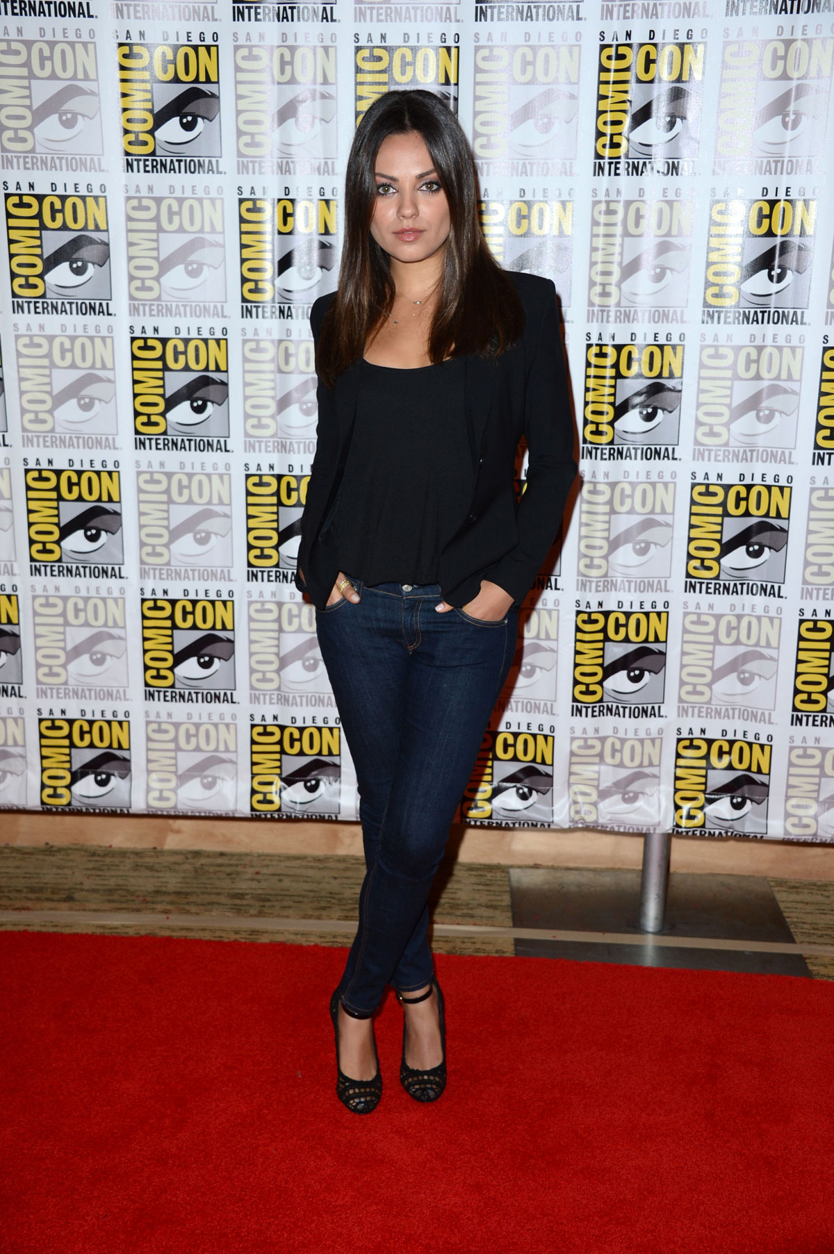 mila kunis at oz the great and powerful at comiccon in
