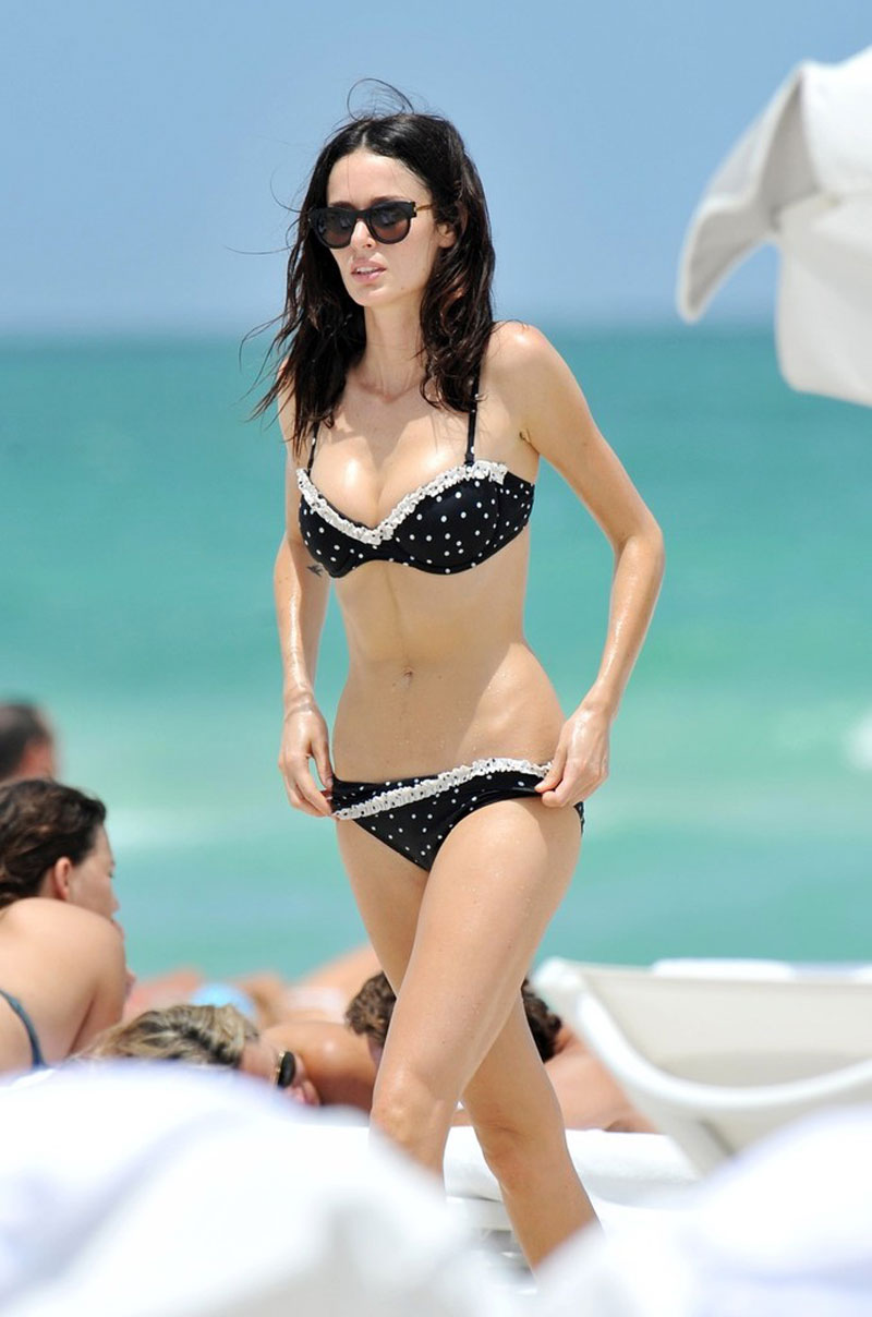 NICOLE TRUNFIO in Bikini on the Beach in MiamiZooey Deschanel Bathing Suit