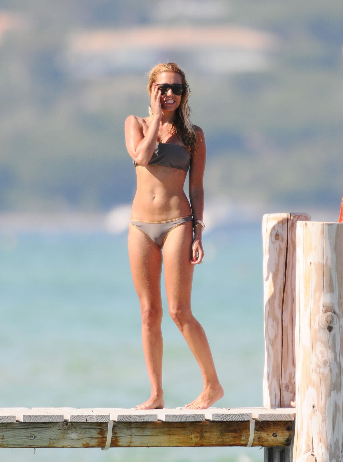 Sylvie van der vaart in bikini at club 55 in saint tropez hawtcelebs - Club 55 saint tropez ...