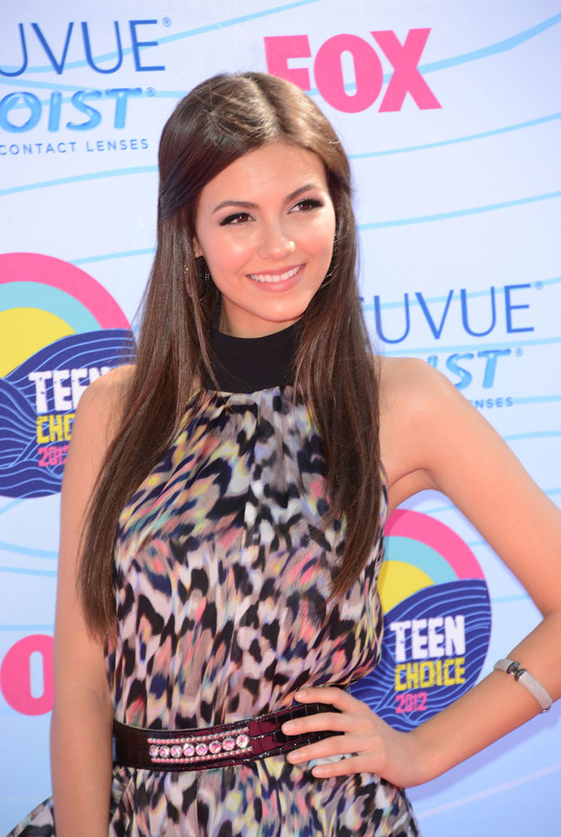 victoria justice at 2012 teen choice awards in universal