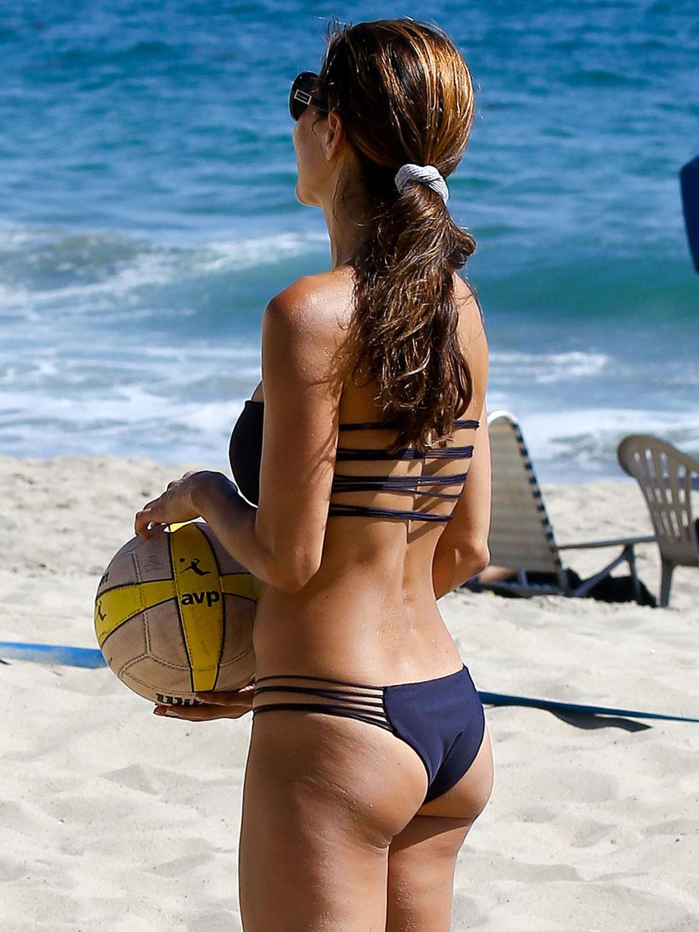 Brooke Burke In Bikini Playing Volleyball At A Beach In