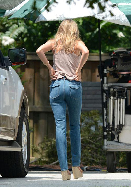 Jennifer Aniston In Jeans On The Set Of Were The Millers In Wilmington Hawtcelebs