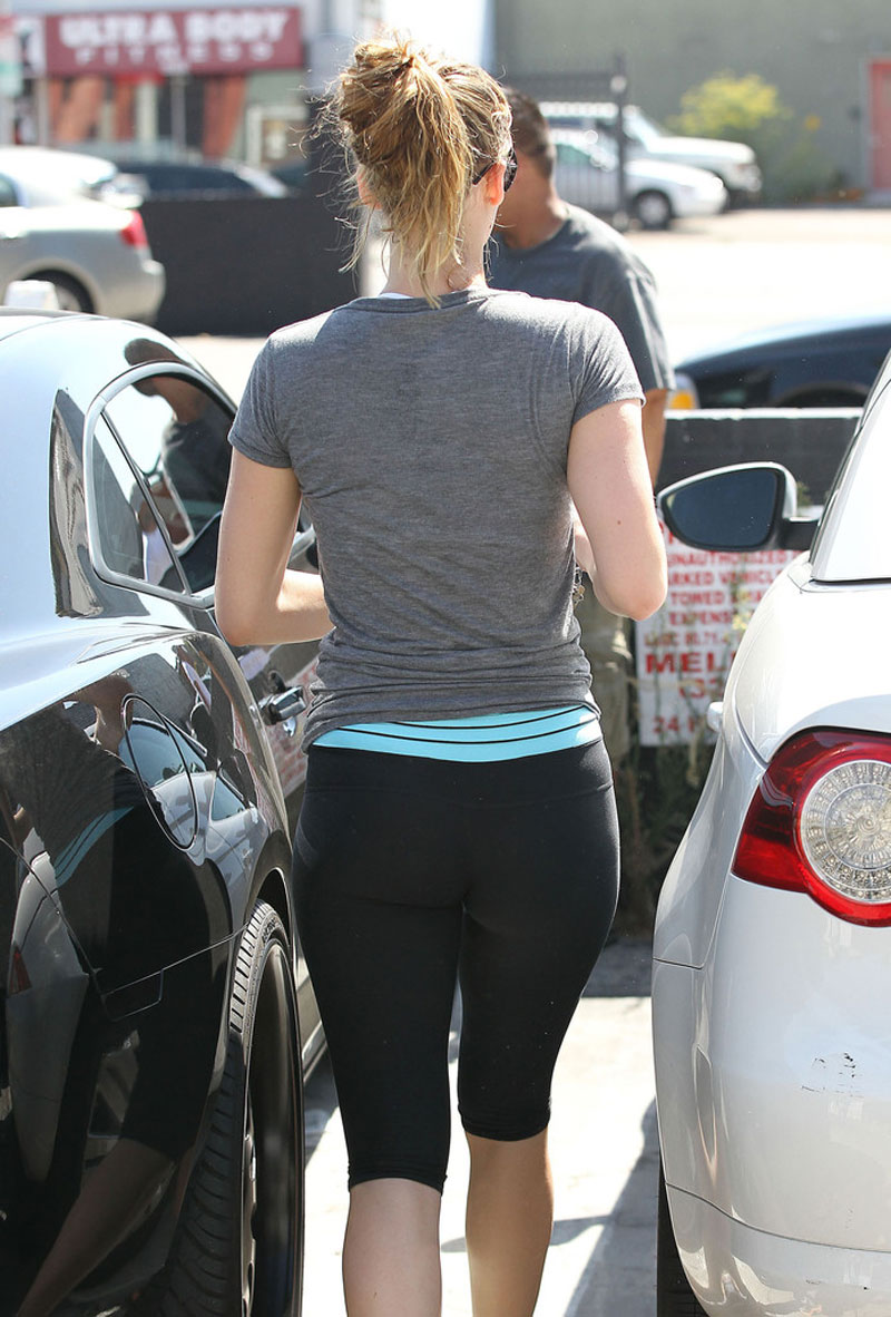 JENNIFER LAWRENCE in Tight Pants Arriving at the Gym in Los Angeles - HawtCelebs