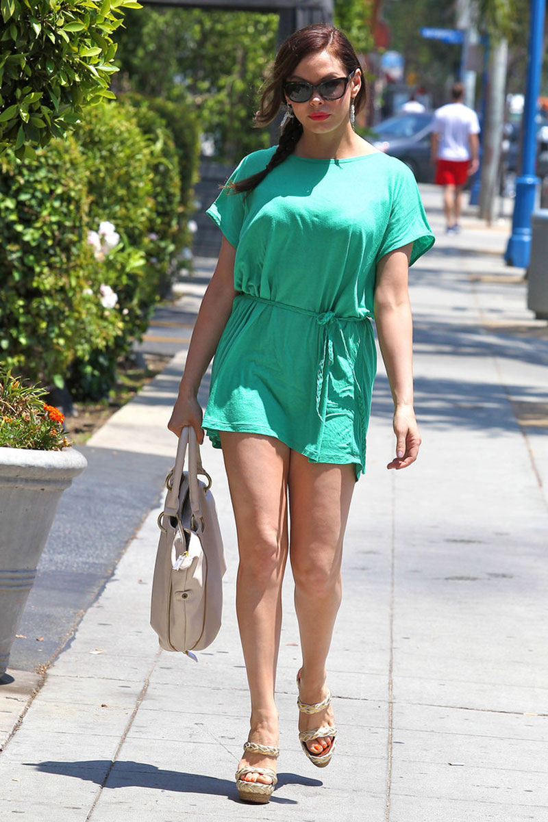 Rose Mcgowan Leggy Candids In Short Dress Out For Lunch In