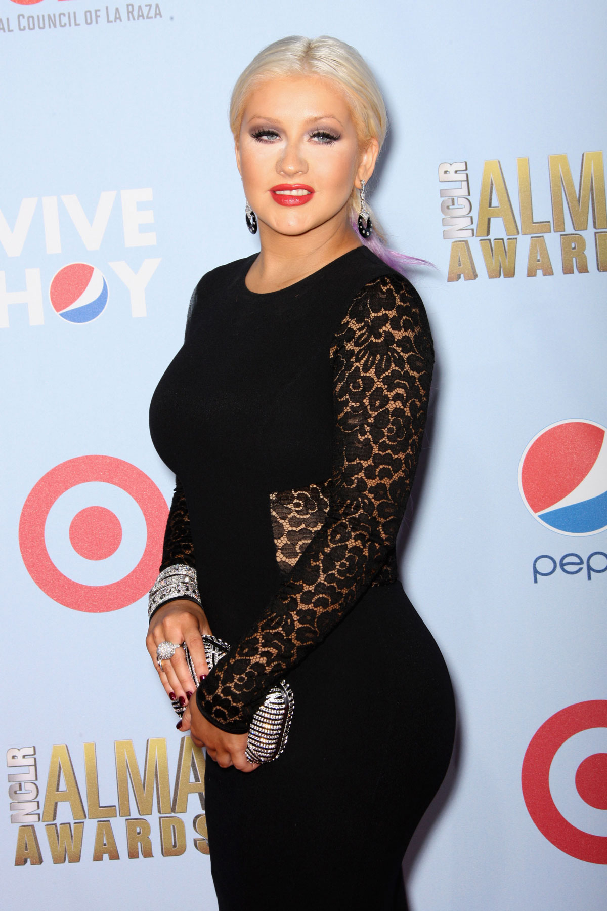 CHRISTINA-AGUILERA-at-2012-NCLR-ALMA-Awards-in-Pasadena-5.jpg