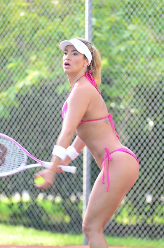 jennifer nicole lee jugando tenis en bikini