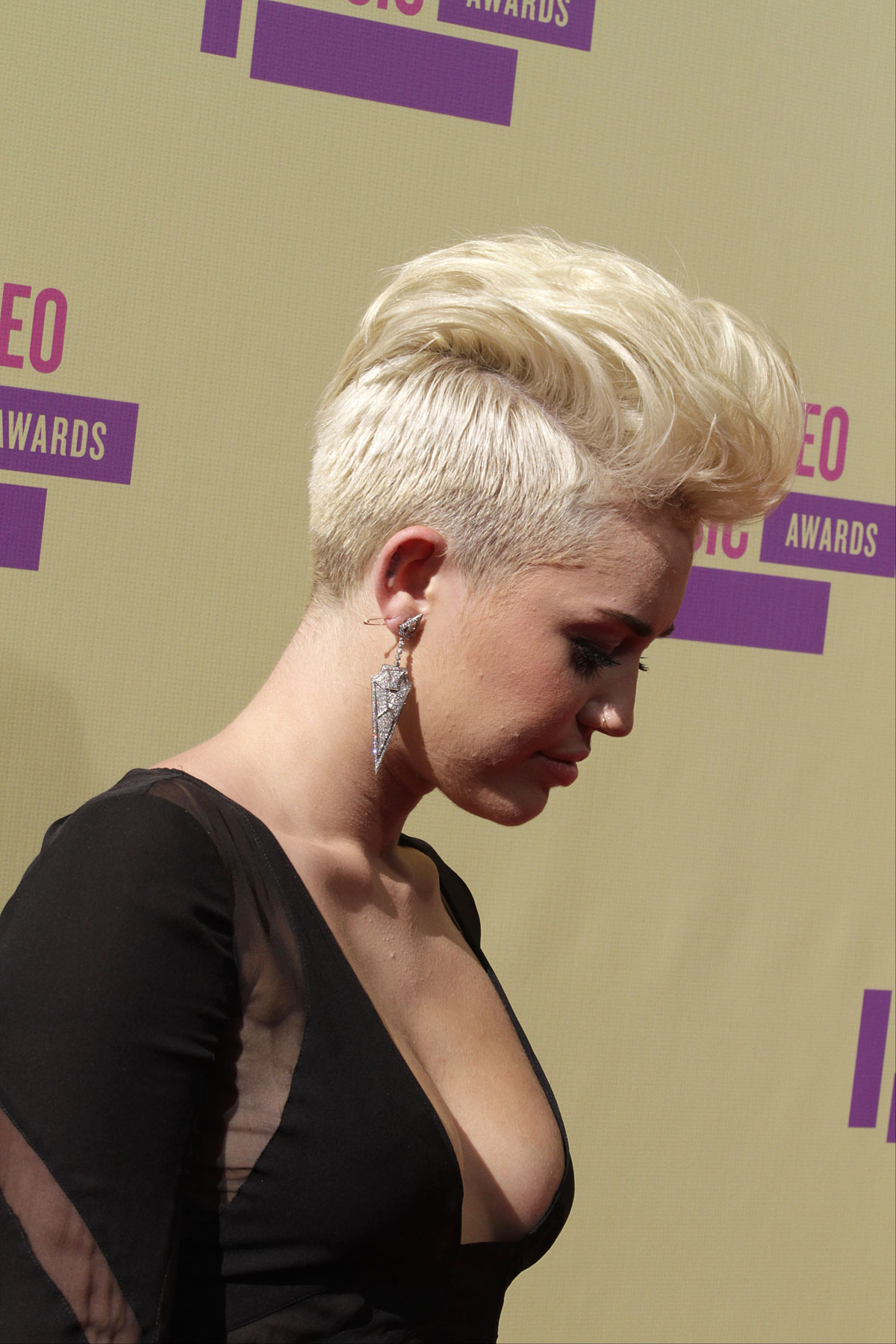Miley Cyrus At 2012 Mtv Video Music Awards In Los Angeles