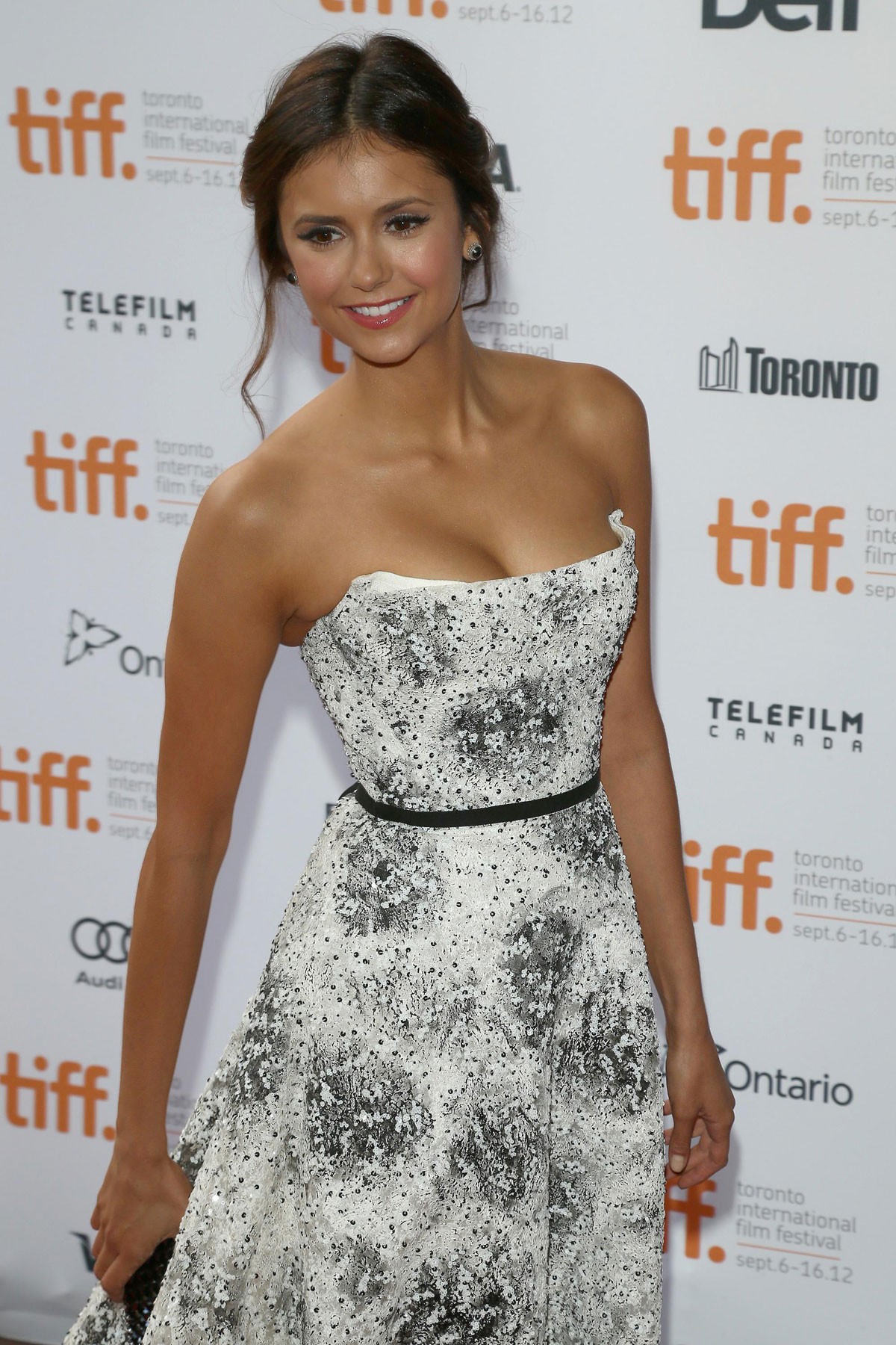 nina dobrev at the perks of being a wallflower premiere at. Black Bedroom Furniture Sets. Home Design Ideas