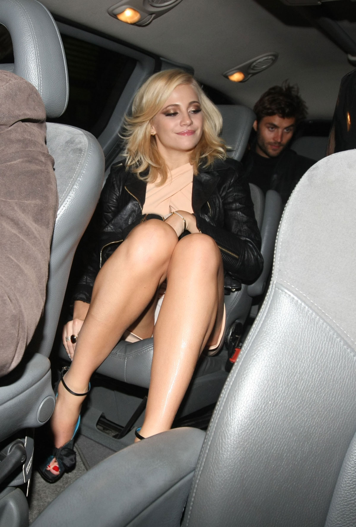 pixie lott lay me down