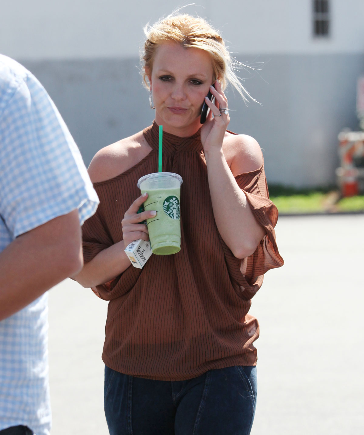BRITNEY-SPEARS-Leaving-Starbucks-in-Los-