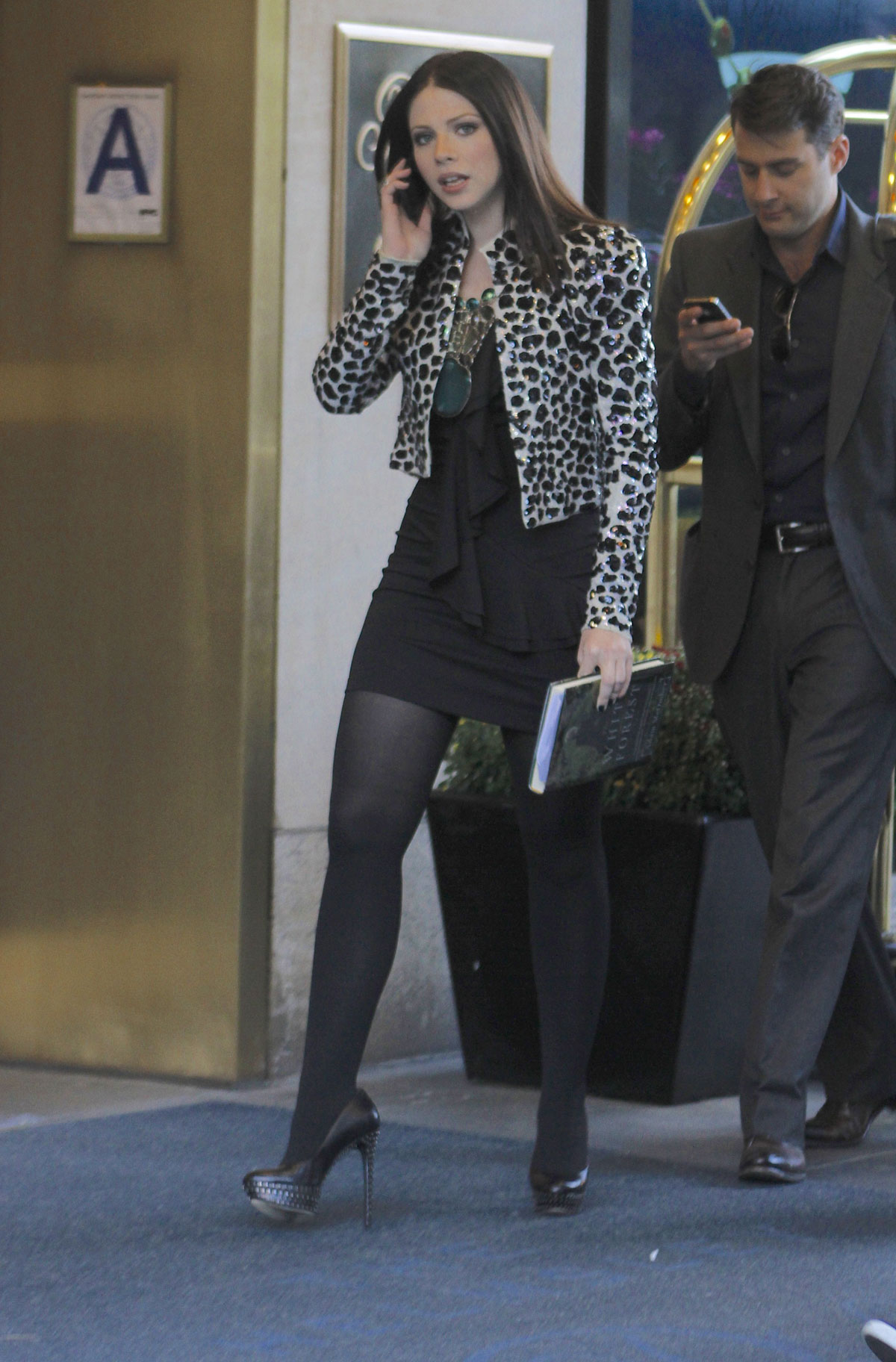michelle trachtenberg on the set of gossip girl in new