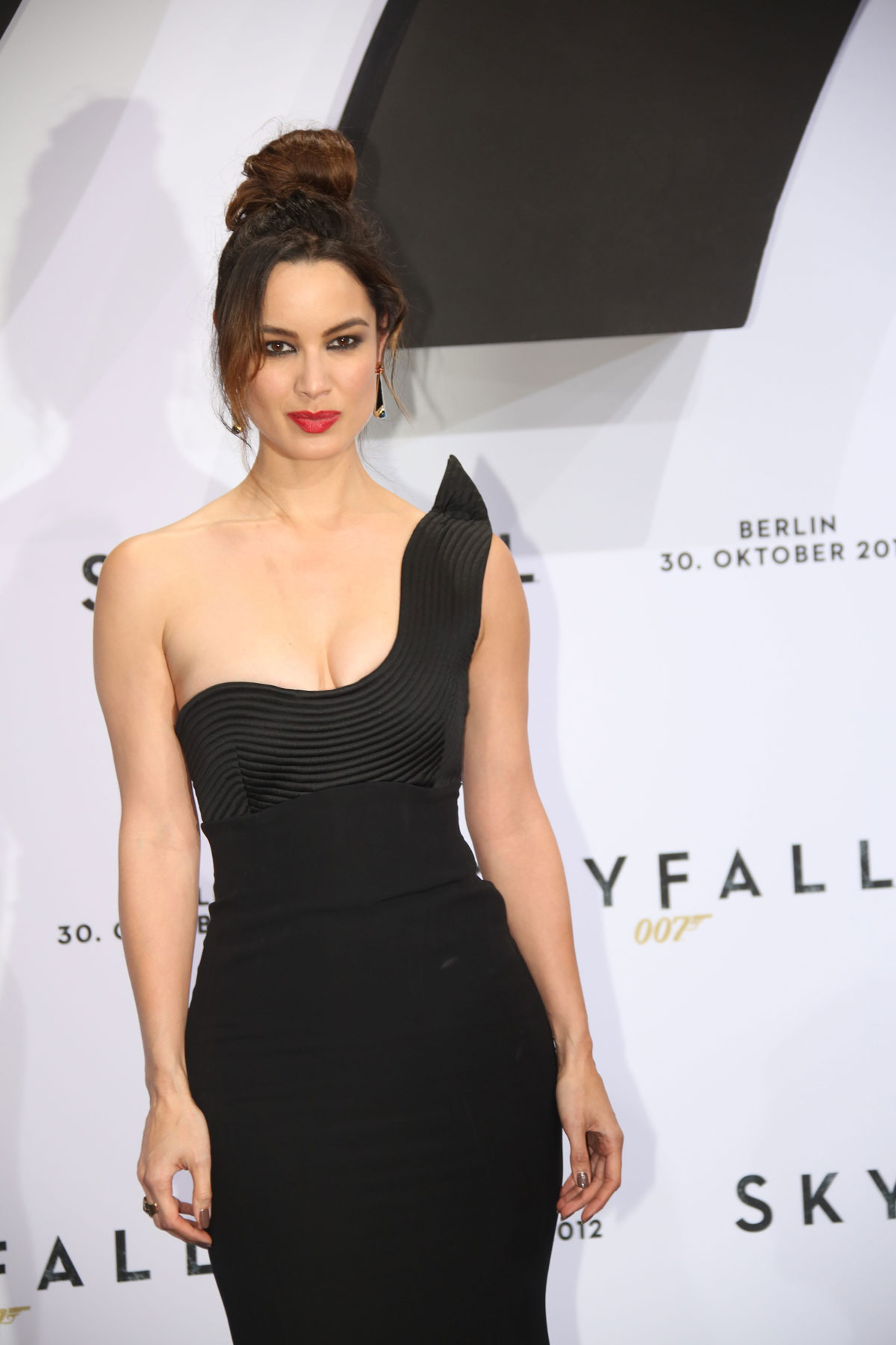 BERENICE-MARLOHE-at-Skyfall-Premiere-in-Berlin-10.jpg