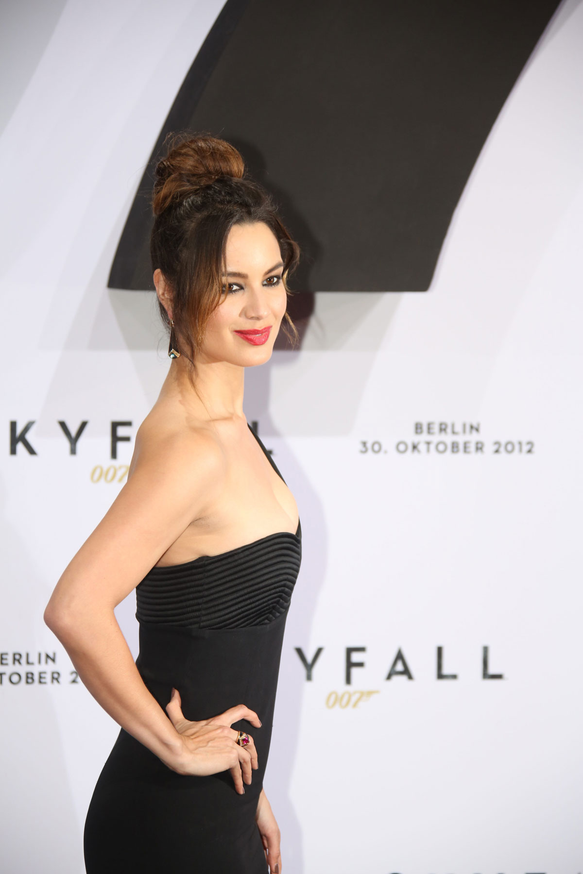 BERENICE-MARLOHE-at-Skyfall-Premiere-in-Berlin-11.jpg