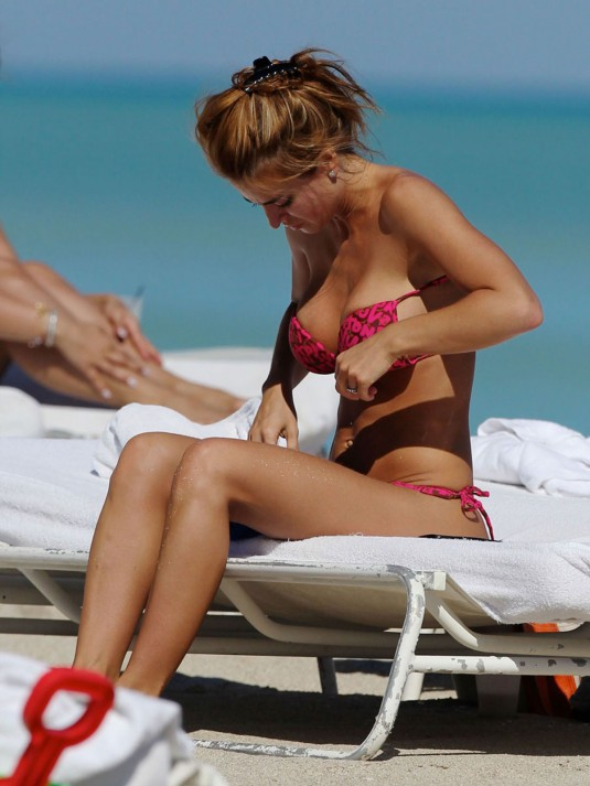 JESICA CIRIO Bikini Candids on the Beach in Miami
