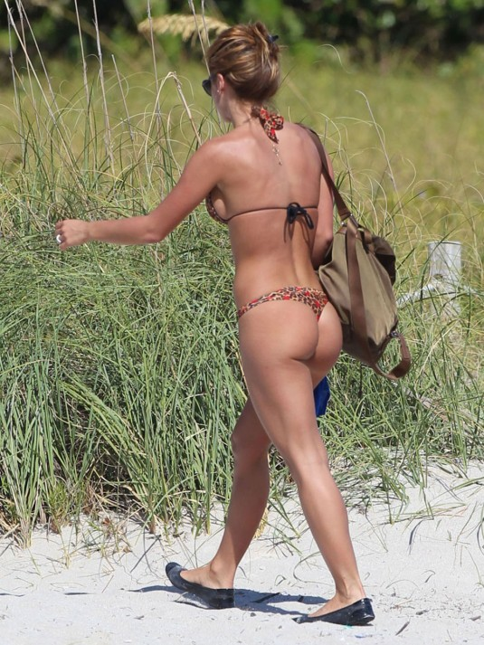 JESICA CIRIO in Bikini on the Beach in Miami