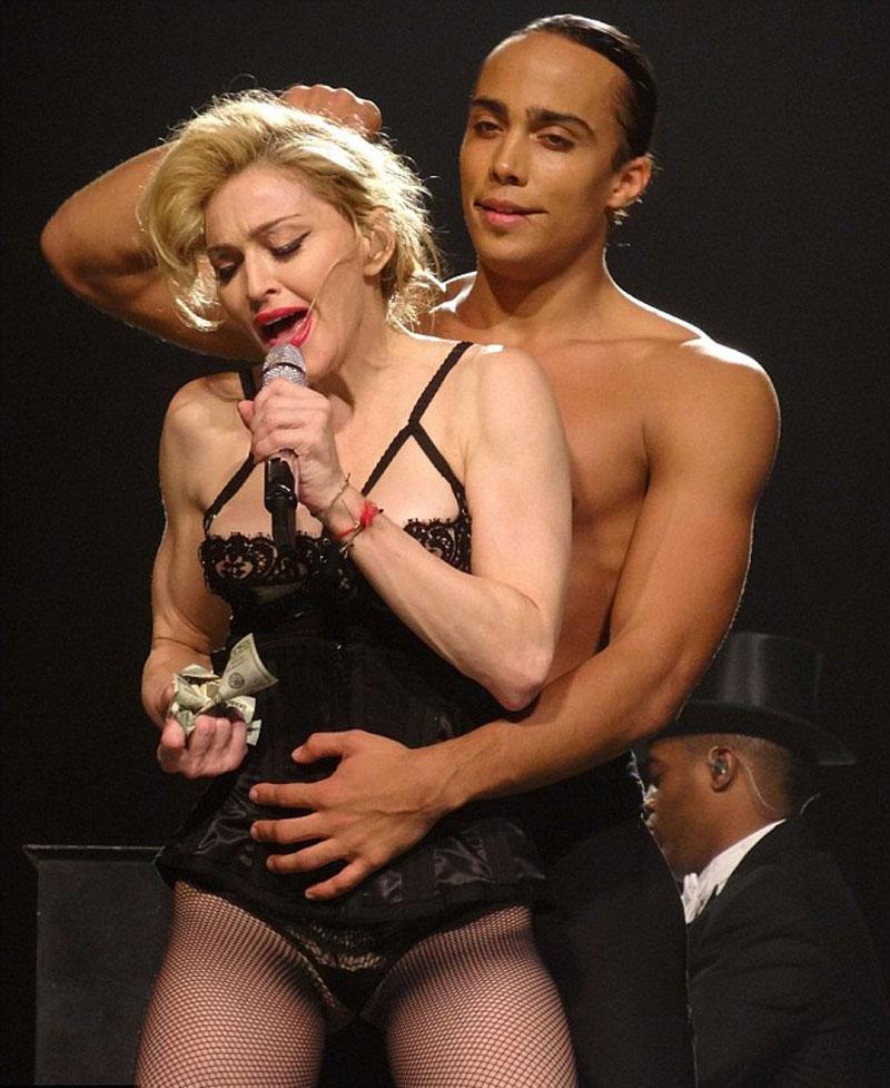 Мадонна без трусов 5