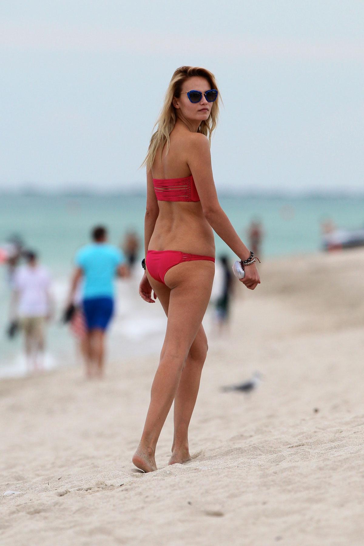 Фото королёва пляже девушек