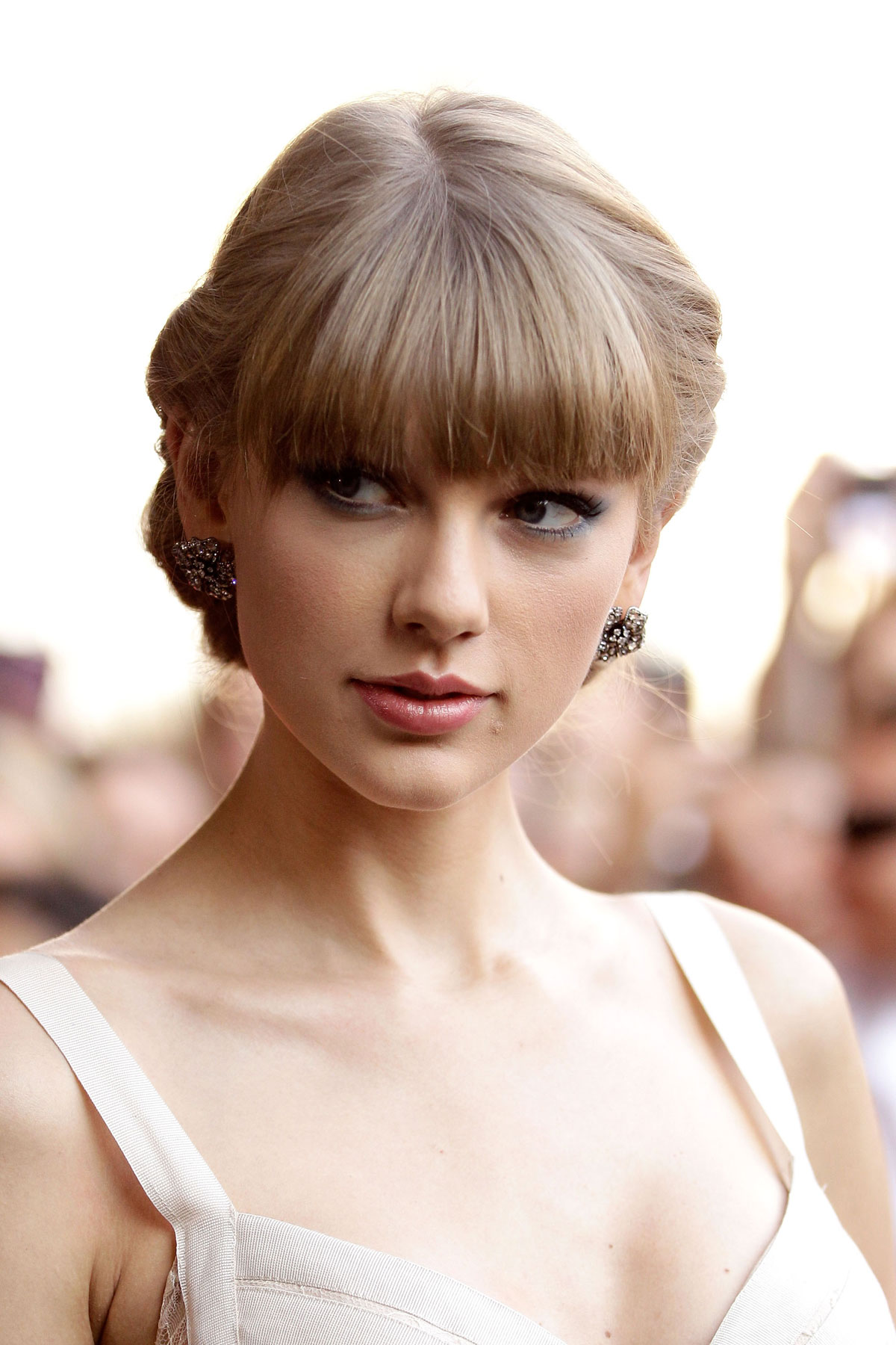 TAYLOR SWIFT at the 2012 ARIA Awards in Sydney – HawtCelebs