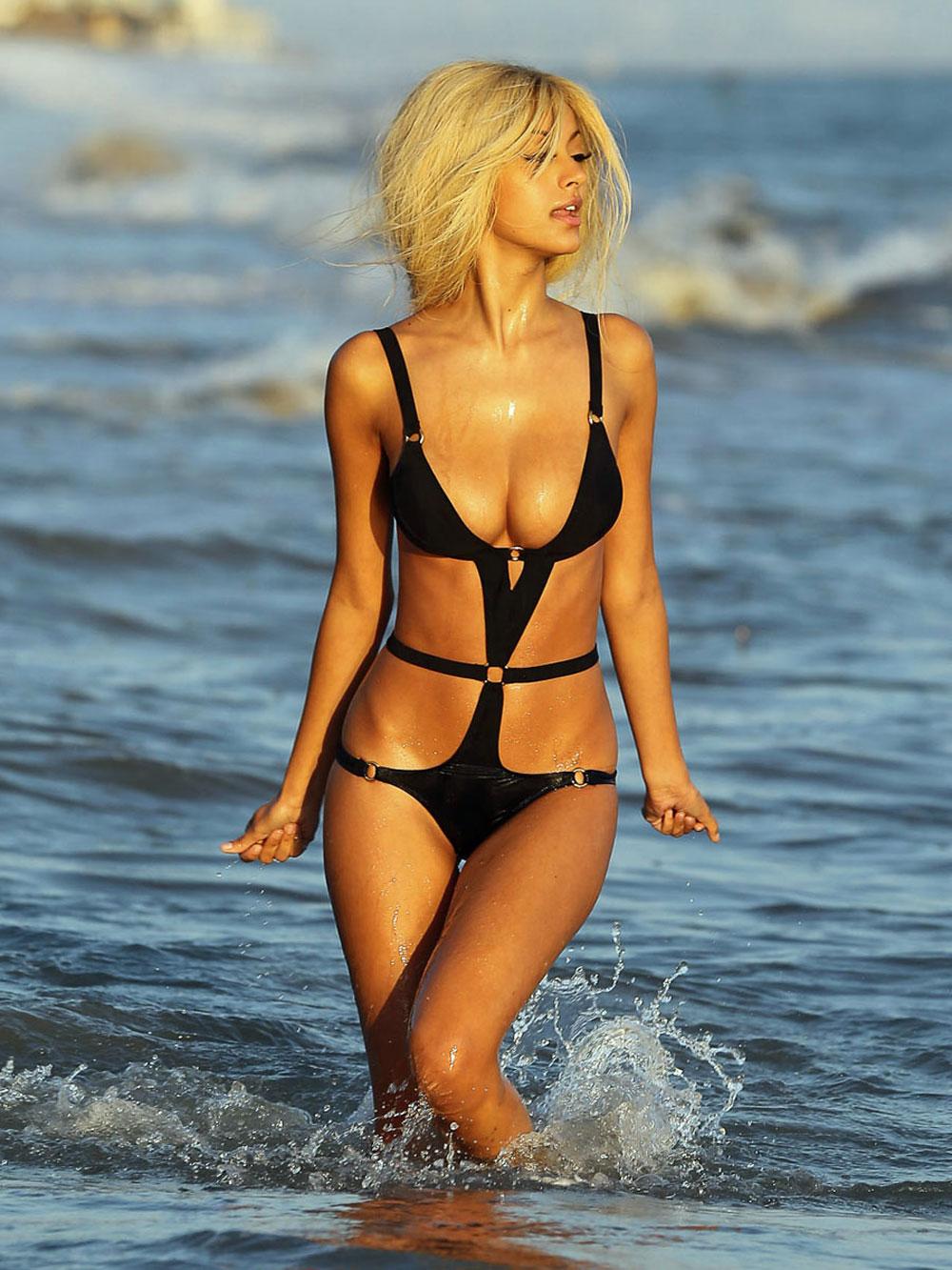 Beach zahia dehar Rebecca Zlotowski's