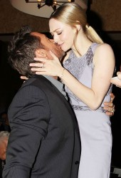 AMANDA SEYFIRED and Hugh Jackman