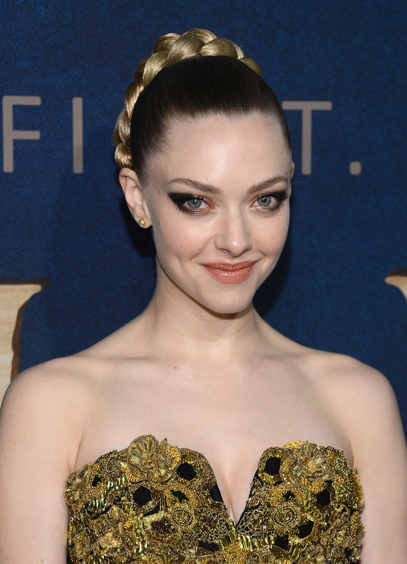 AMANDA SEYFRIED at Les Miserables Premiere in New York ...