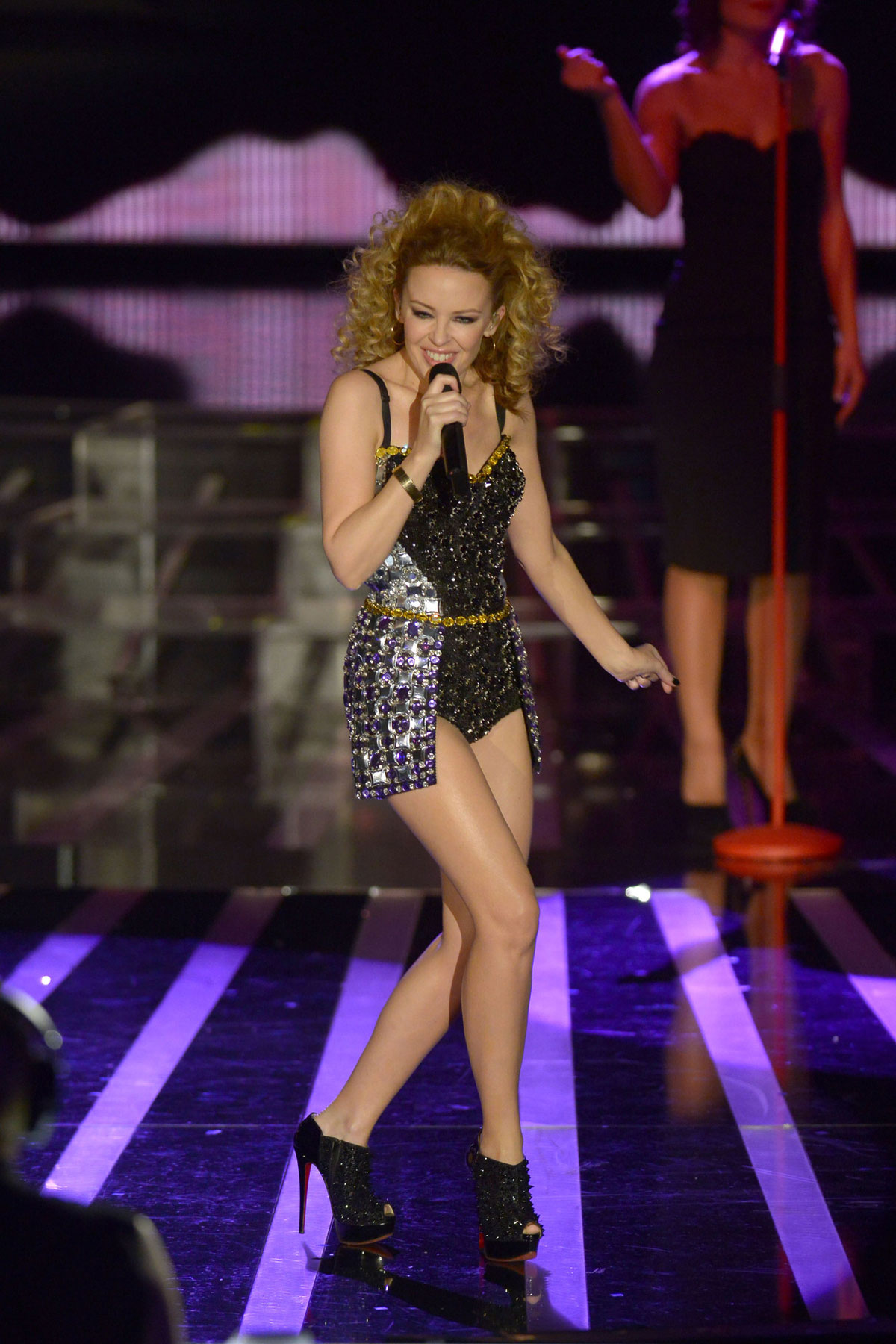 KYLIE MINOGUE Performs on Italian X-Factor - HawtCelebs