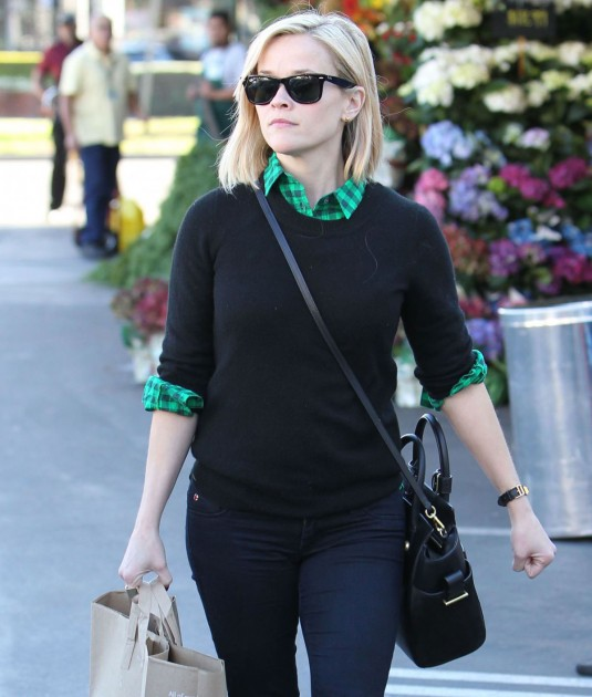 REESE WITHERSPOON Shopping at Whole Foods Market