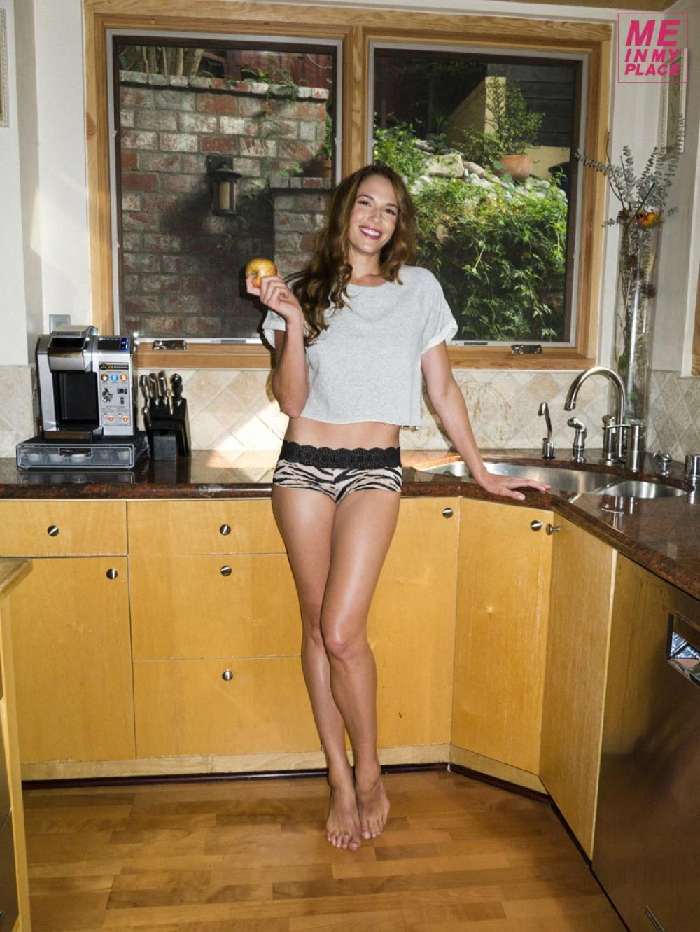AMANDA RIGHETTI - Me in My Place Photoshoot