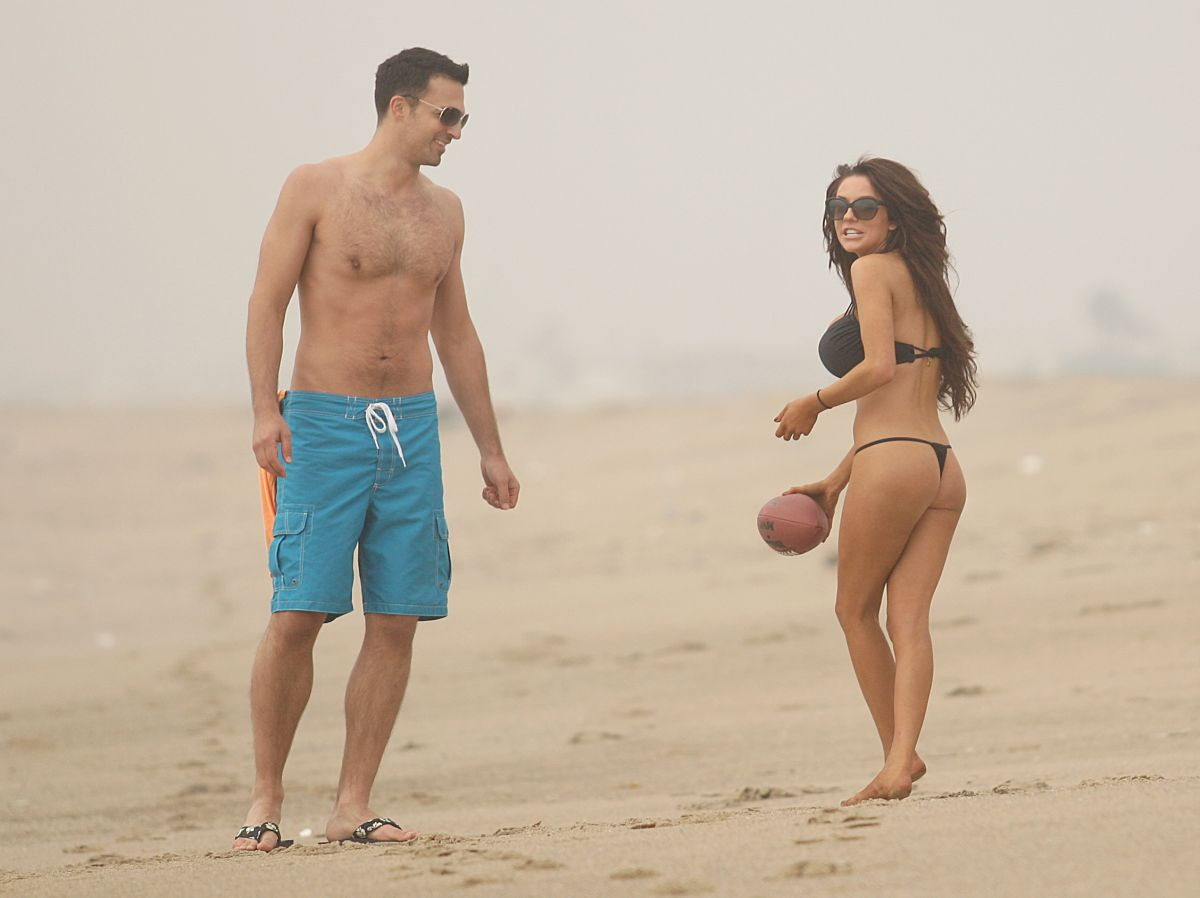 Courtney Stodden In Having Fun On The Beach Los Angeles