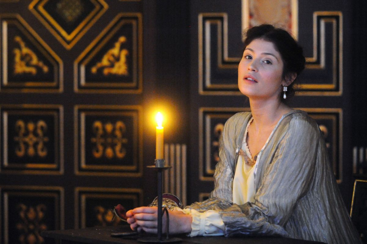the duchess of malfi Young, beautiful and widowed, the duchess of malfi is a tragic figure of nobility  and integrity yet she exists in a world of corruption where the true horror of her.