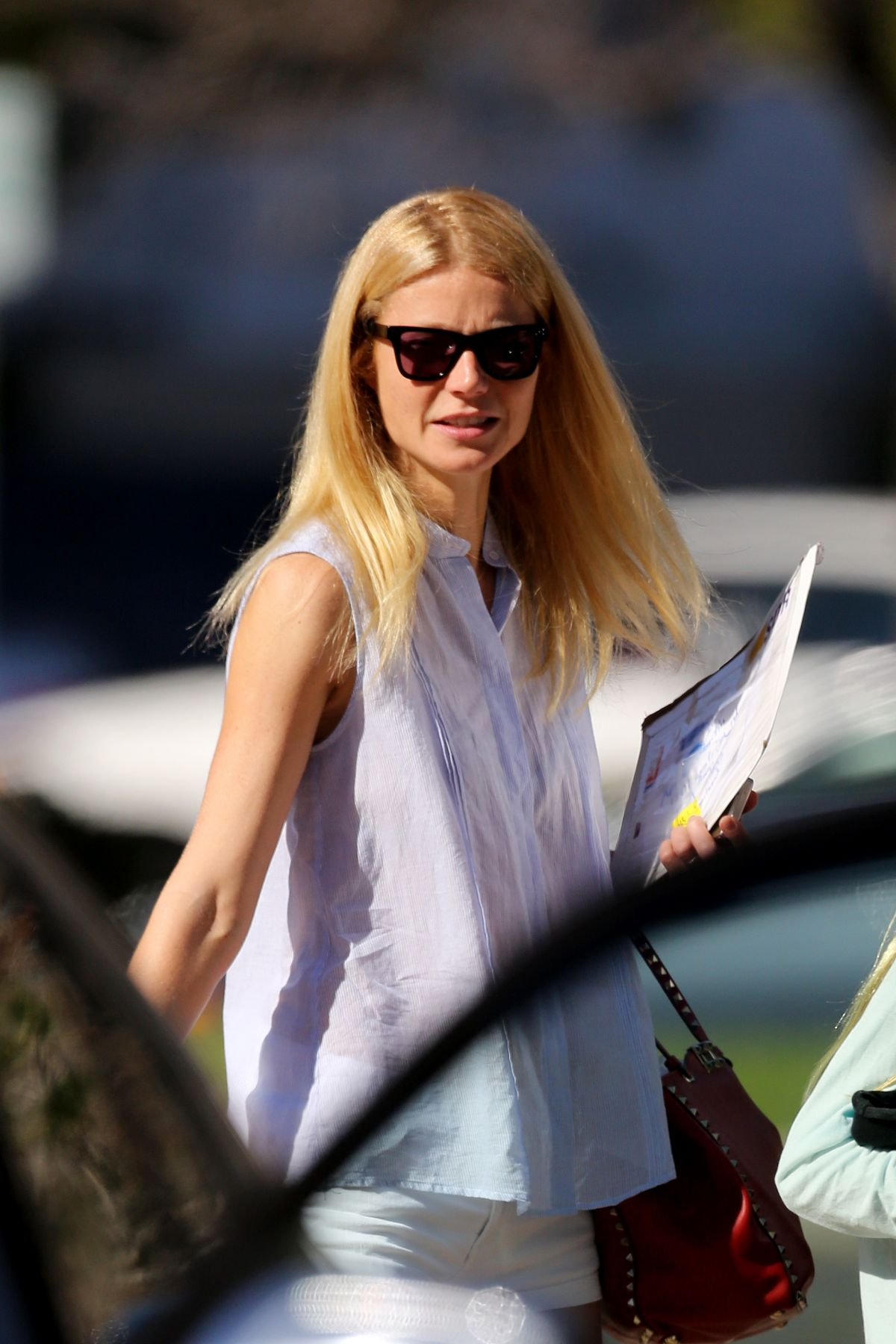 Gwyneth Paltrow Yoga GWYNETH PALTROW Leaves...